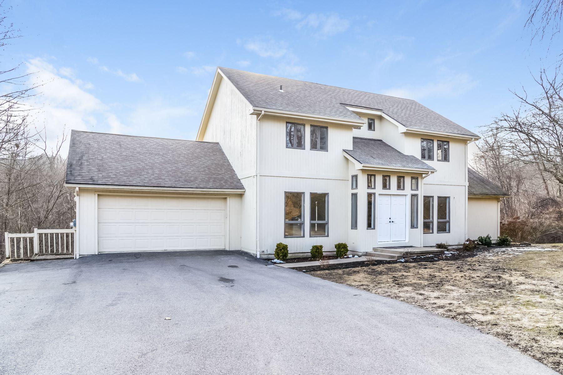 Single Family Homes للـ Sale في Capturing Modern Taste 18 Pond Edge Drive, Waterford, Connecticut 06385 United States