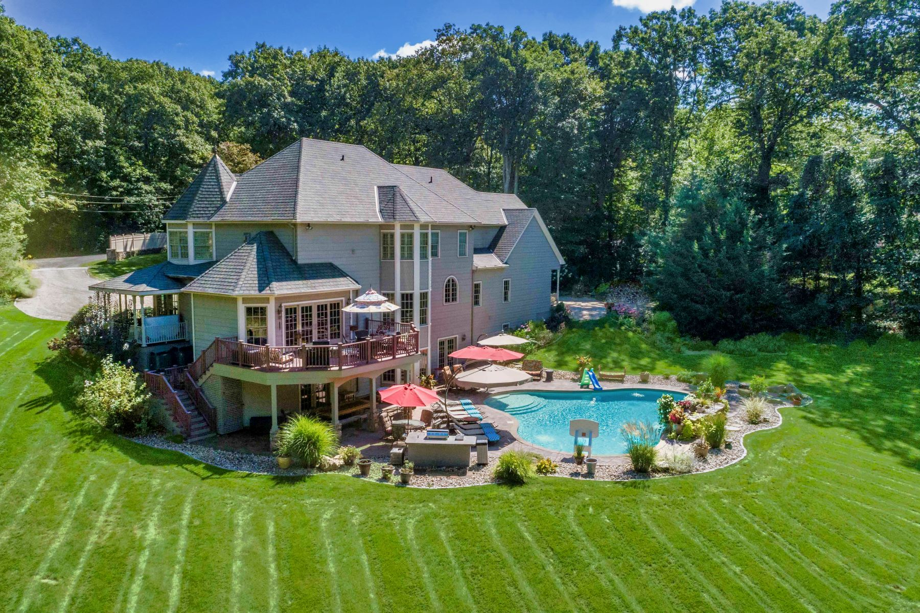 Single Family Homes for Active at Exceptional Private Retreat 283 Saw Pit Hill Road Woodbury, Connecticut 06798 United States