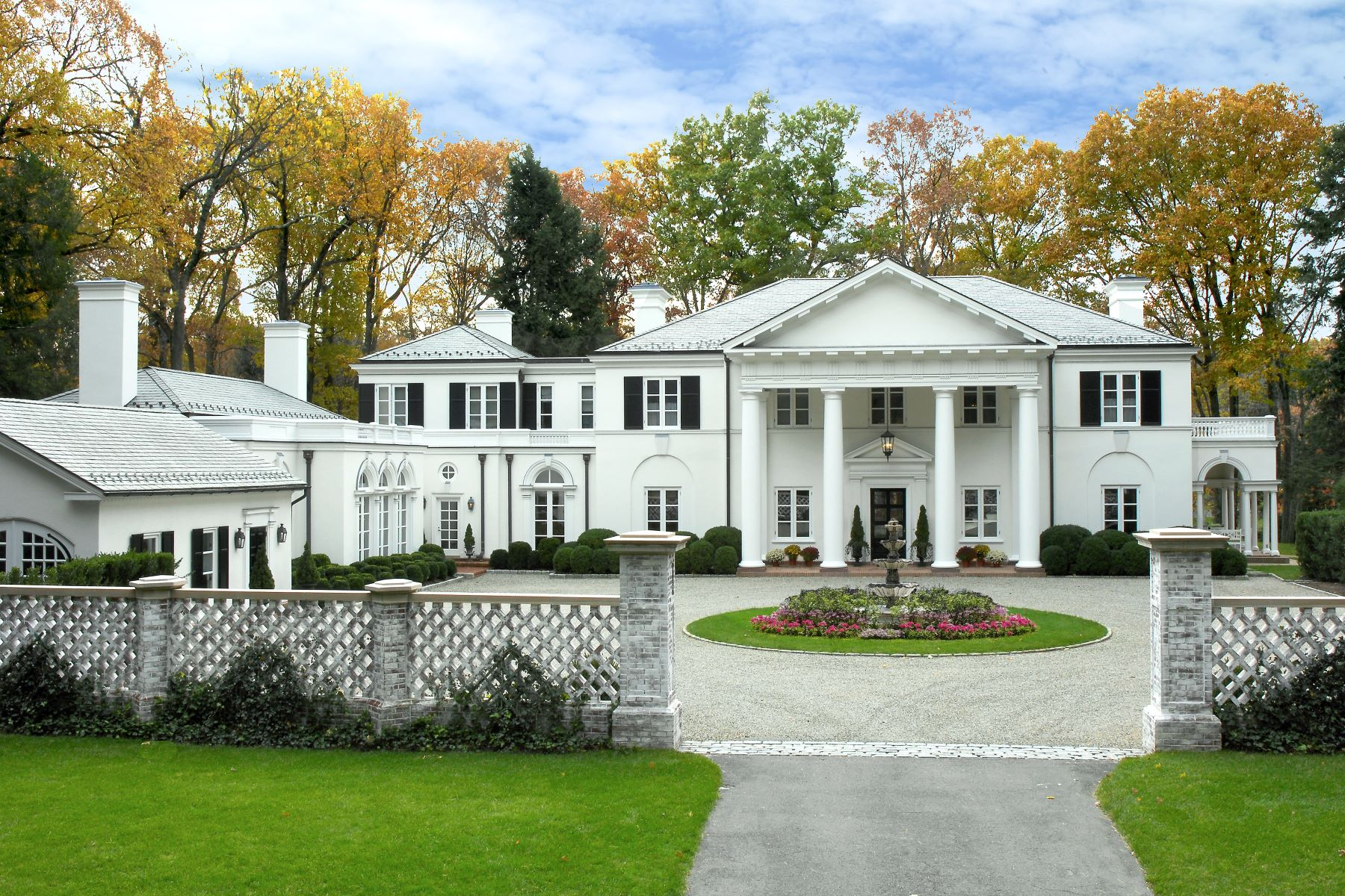 واحد منزل الأسرة للـ Sale في 99 Huckleberry Hill Road New Canaan, Connecticut, 06840 United States