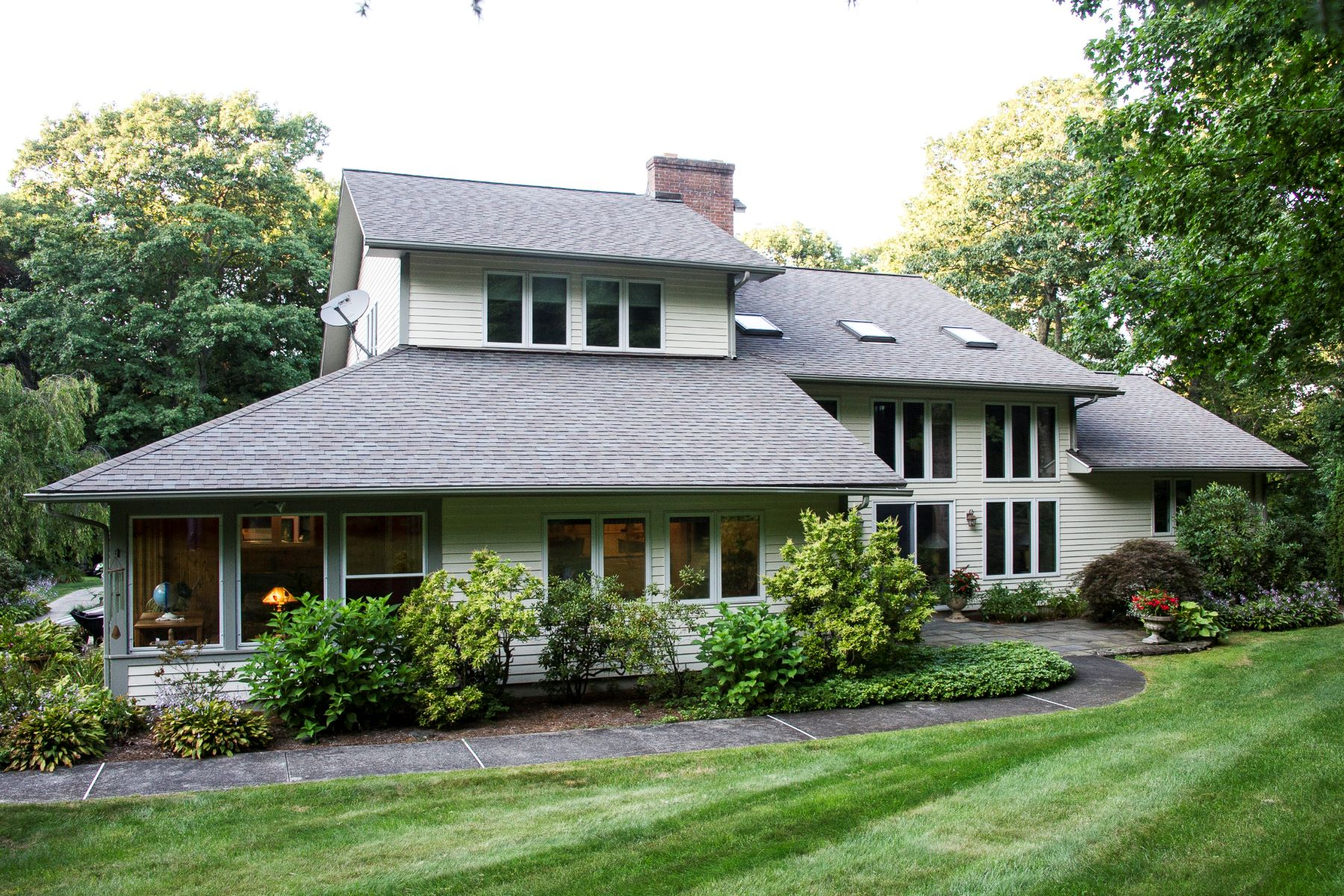 Maison unifamiliale pour l Vente à Luxury Bethlehem Contemporary Colonial 81 Deerwood Drive Bethlehem, Connecticut 06751 États-Unis