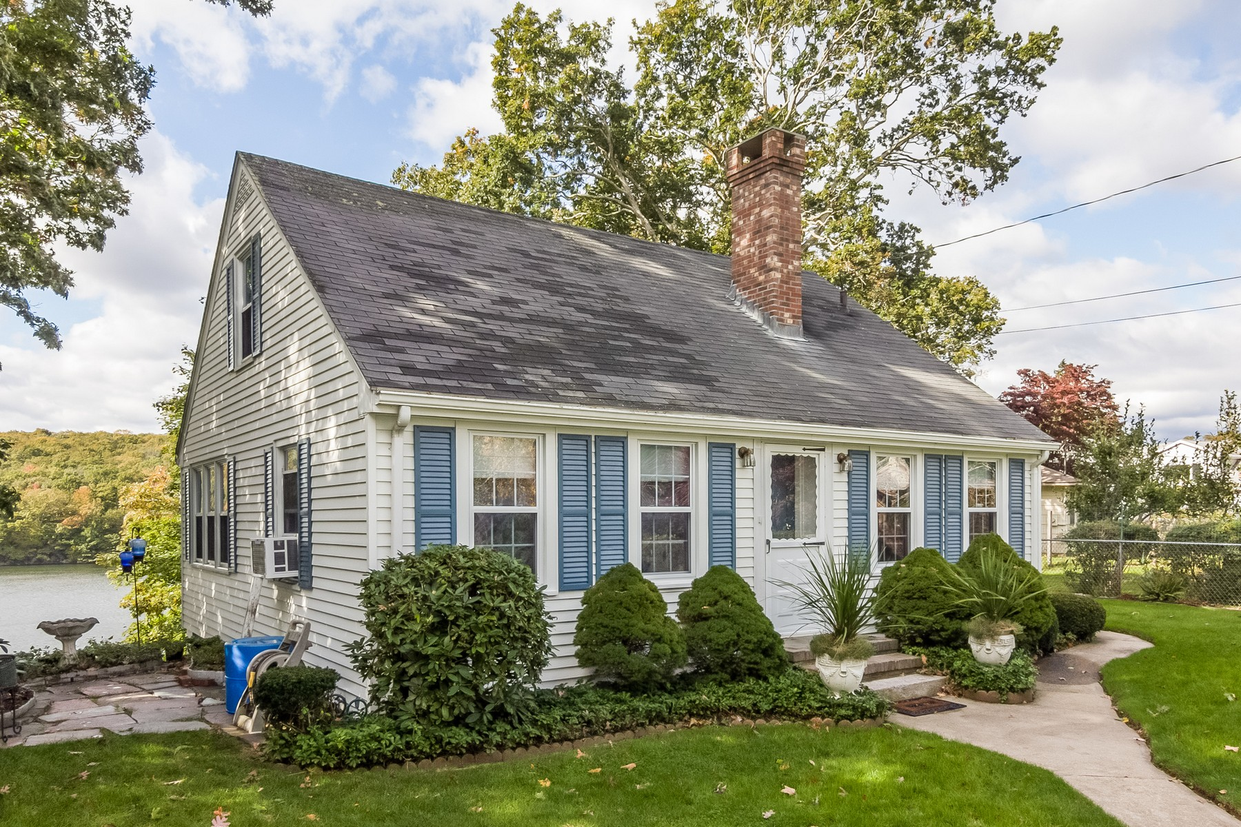 Single Family Homes للـ Sale في Niantic River Waterfront with Dock 17 Oswegatchie Road, Waterford, Connecticut 06385 United States