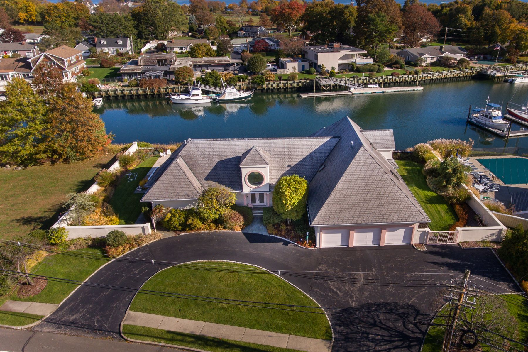 Single Family Homes for Sale at Enjoy Spectacular Waterfront Living 165 Gregory Boulevard Norwalk, Connecticut 06855 United States