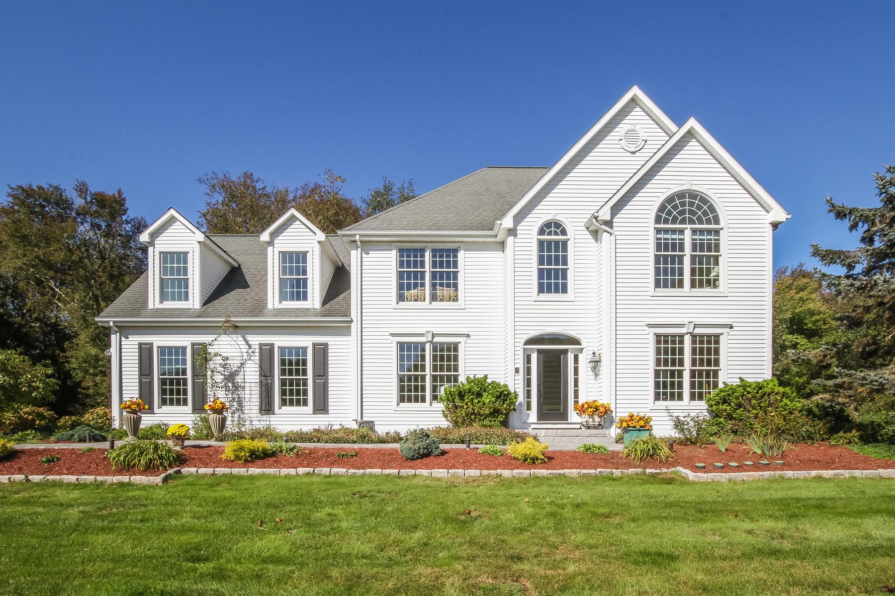 Eensgezinswoning voor Verkoop op Fabulous One Owner Home 61 Brookview Court, Groton, Connecticut 06340 Verenigde Staten