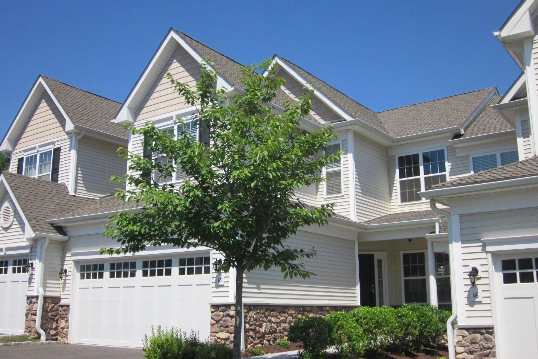 Condominio por un Alquiler en Bright 3 BR, 2/1 BA Townhouse 18 Hidden Brook Trail #18 18 Bethel, Connecticut, 06801 Estados Unidos