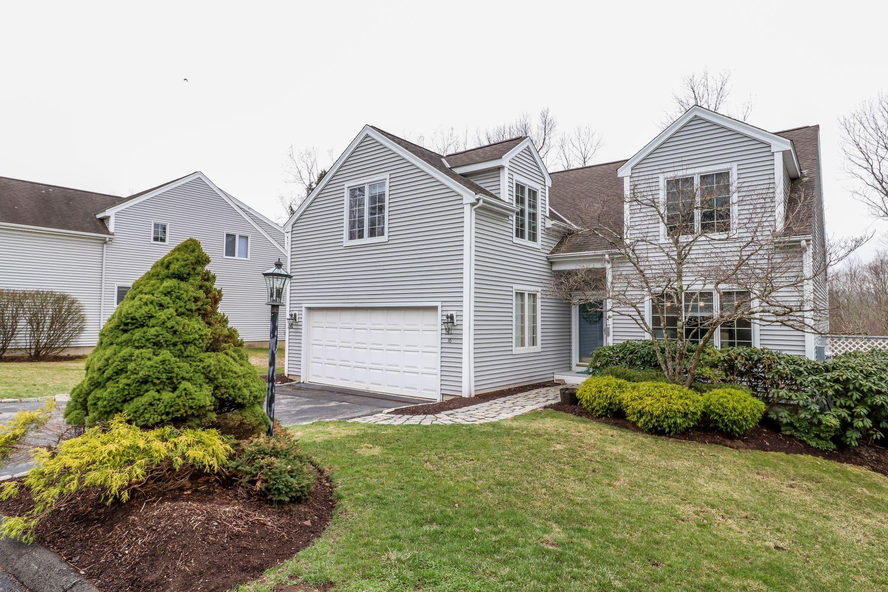 Appartement voor Verkoop op Updated To Perfection 16 Westview Lane 16, Brookfield, Connecticut 06804 Verenigde Staten