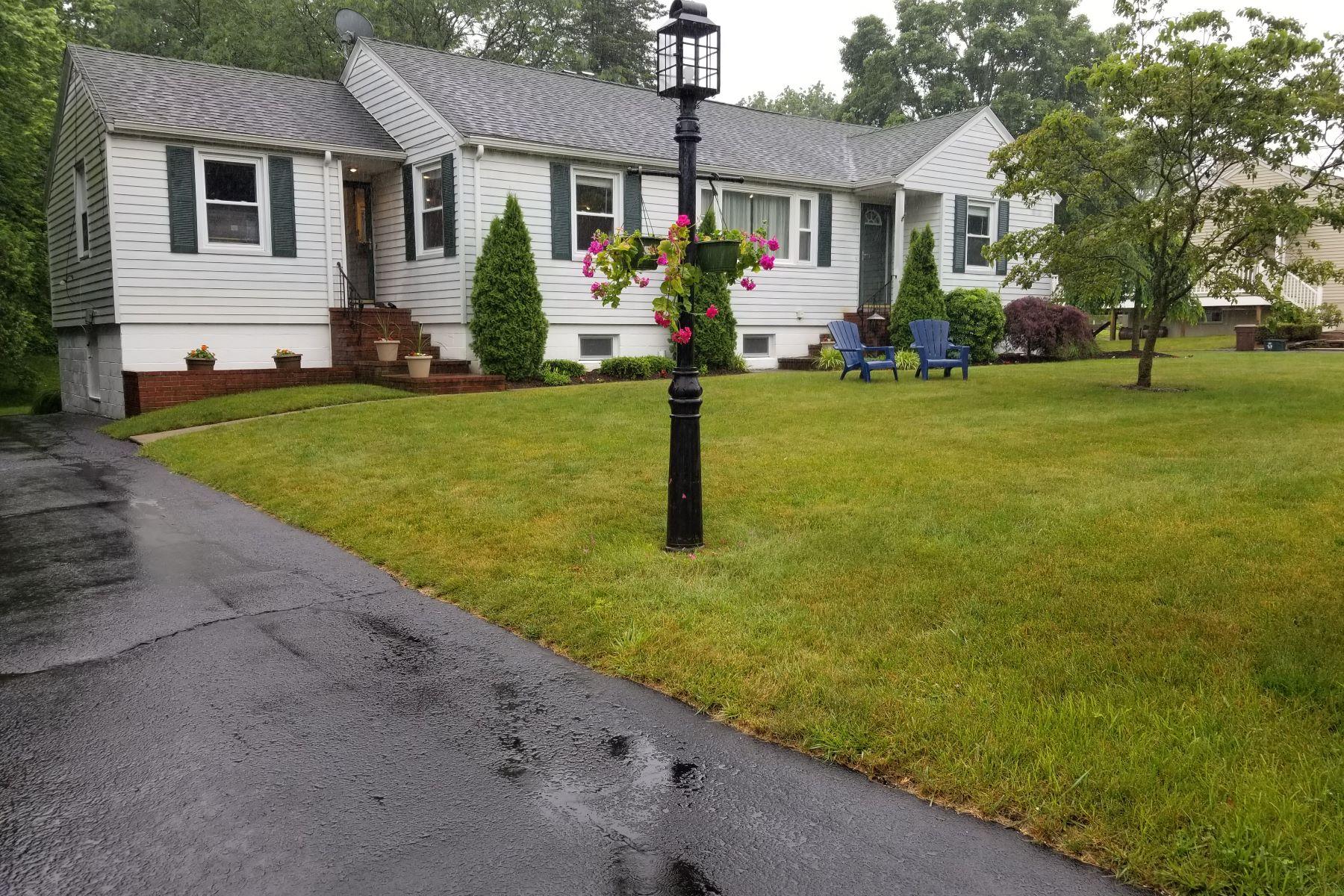 Single Family Homes для того Продажа на North Haven, Коннектикут 06473 Соединенные Штаты