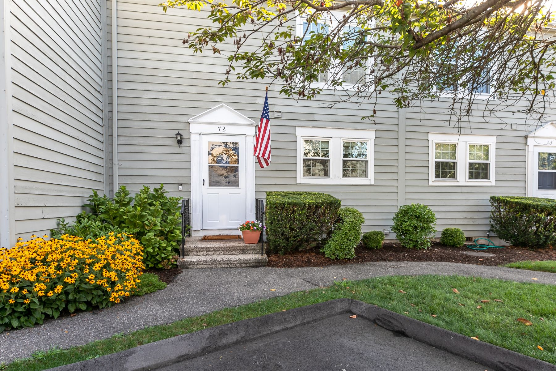 Condominiums for Sale at 72 Ferry Court 72 Stratford, Connecticut 06615 United States