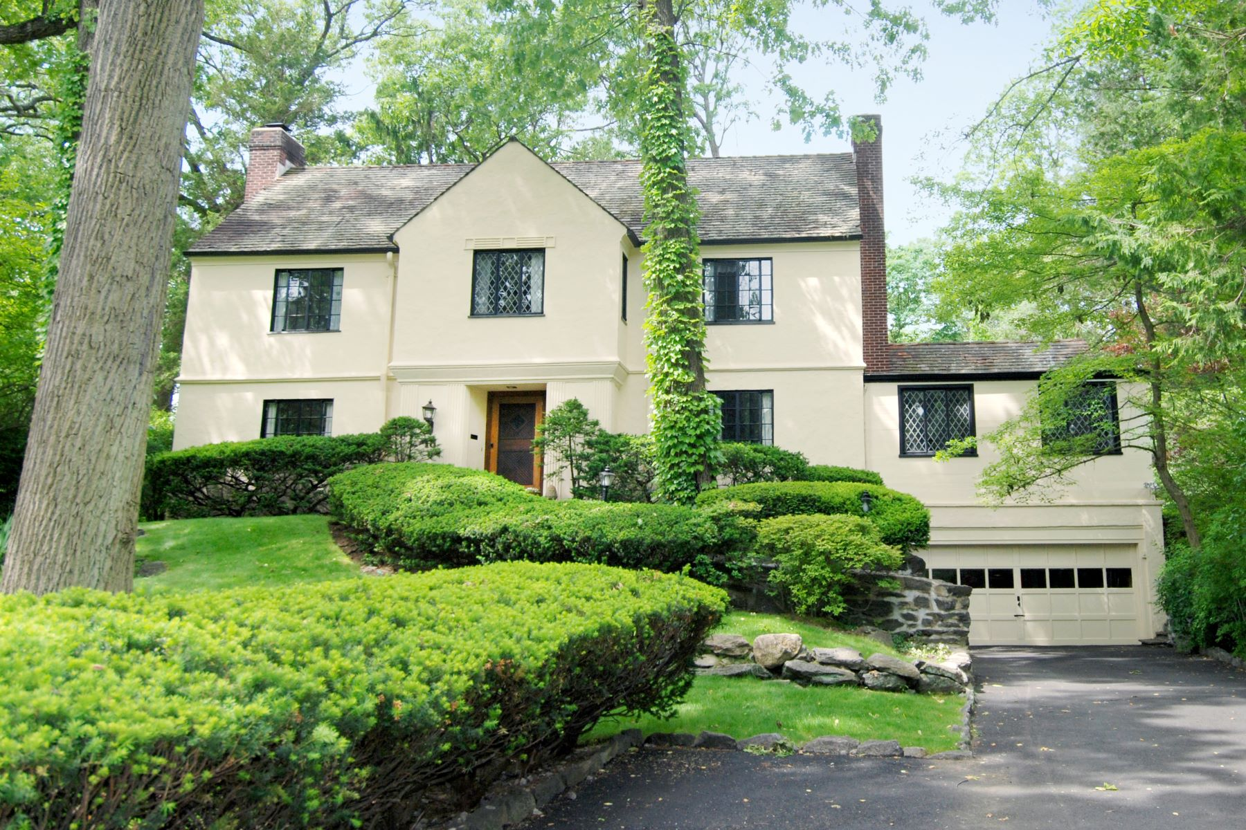 Single Family Homes for Sale at 18 Normandy Lane New Rochelle, New York 10804 United States