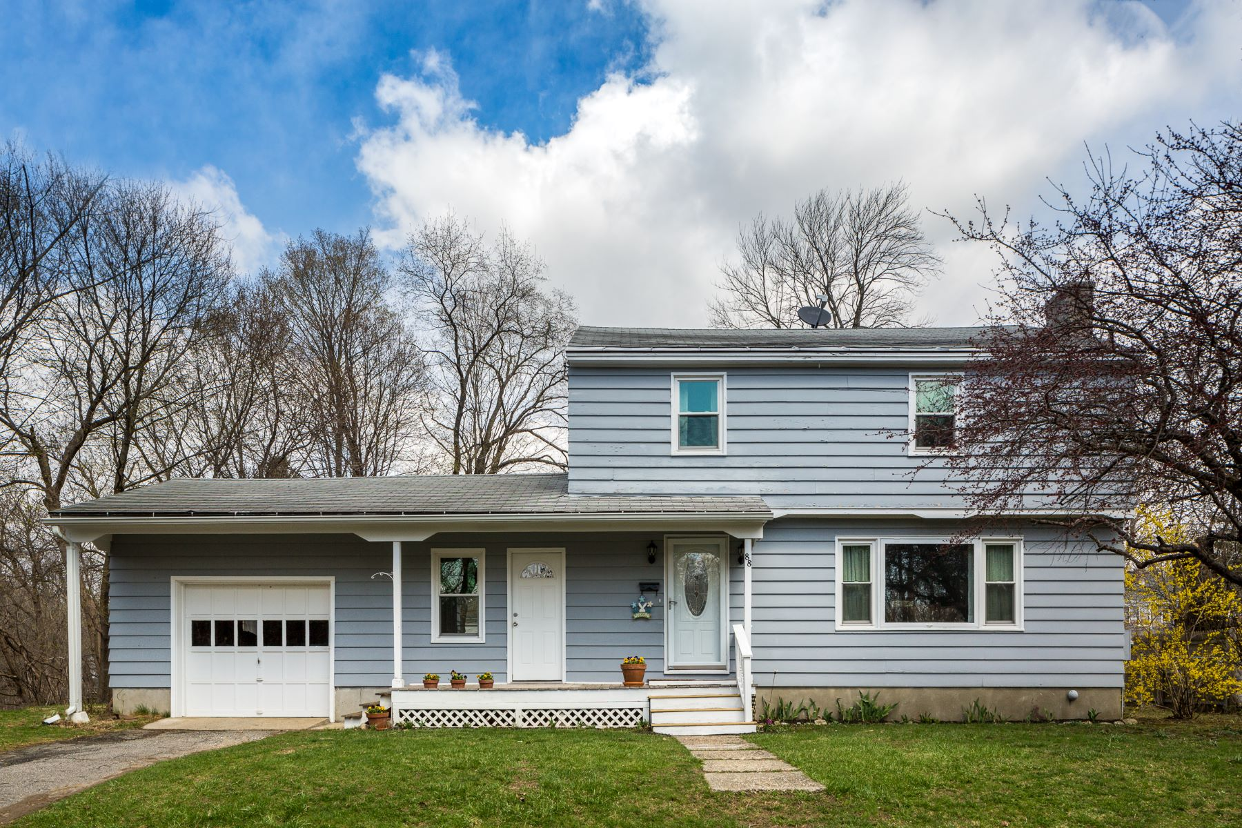 Single Family Home for Active at Well Maintained Colonial with Many Updates and Features! 88 Taylor St Pittsfield, Massachusetts 01201 United States