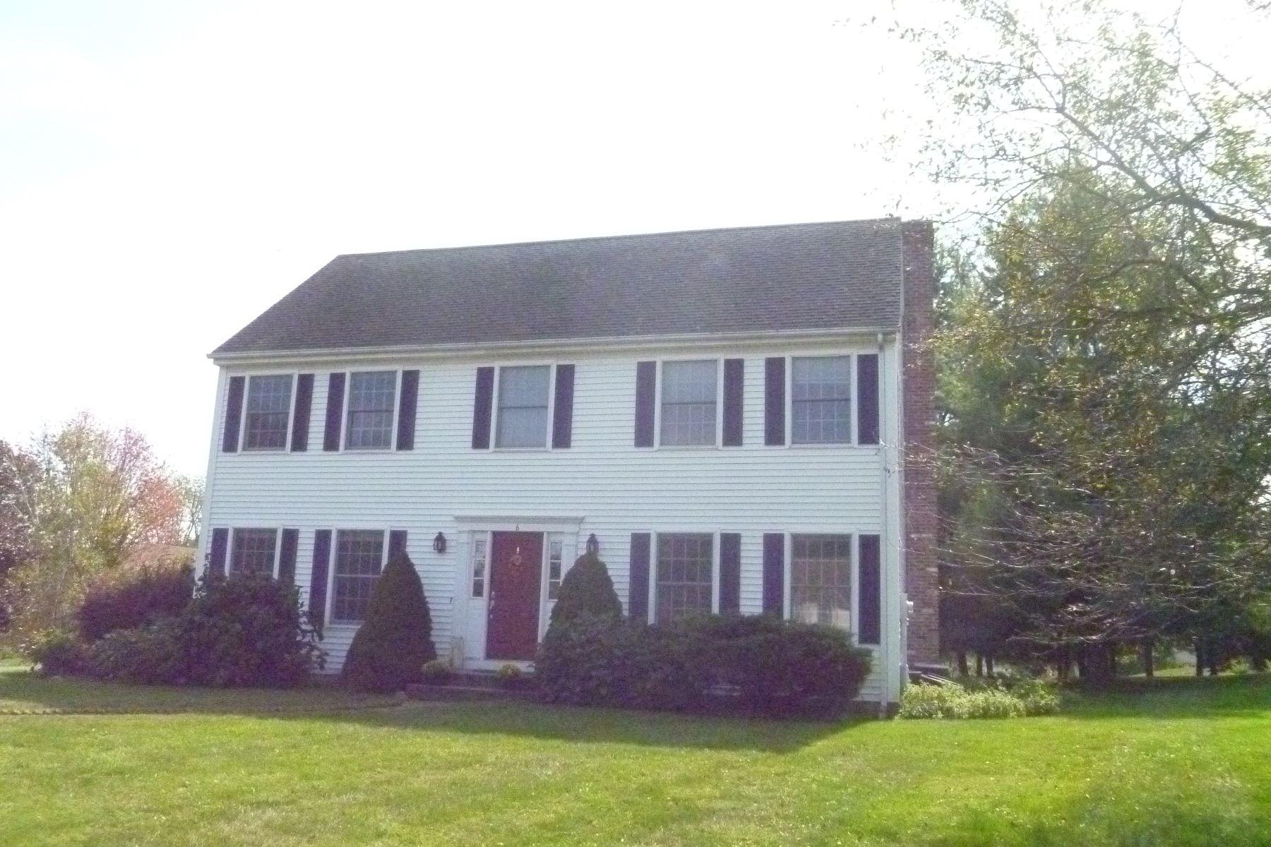 Casa Unifamiliar por un Alquiler en Colonial in Popular Neighborhood 6 Howes Court Ridgefield, Connecticut, 06877 Estados Unidos