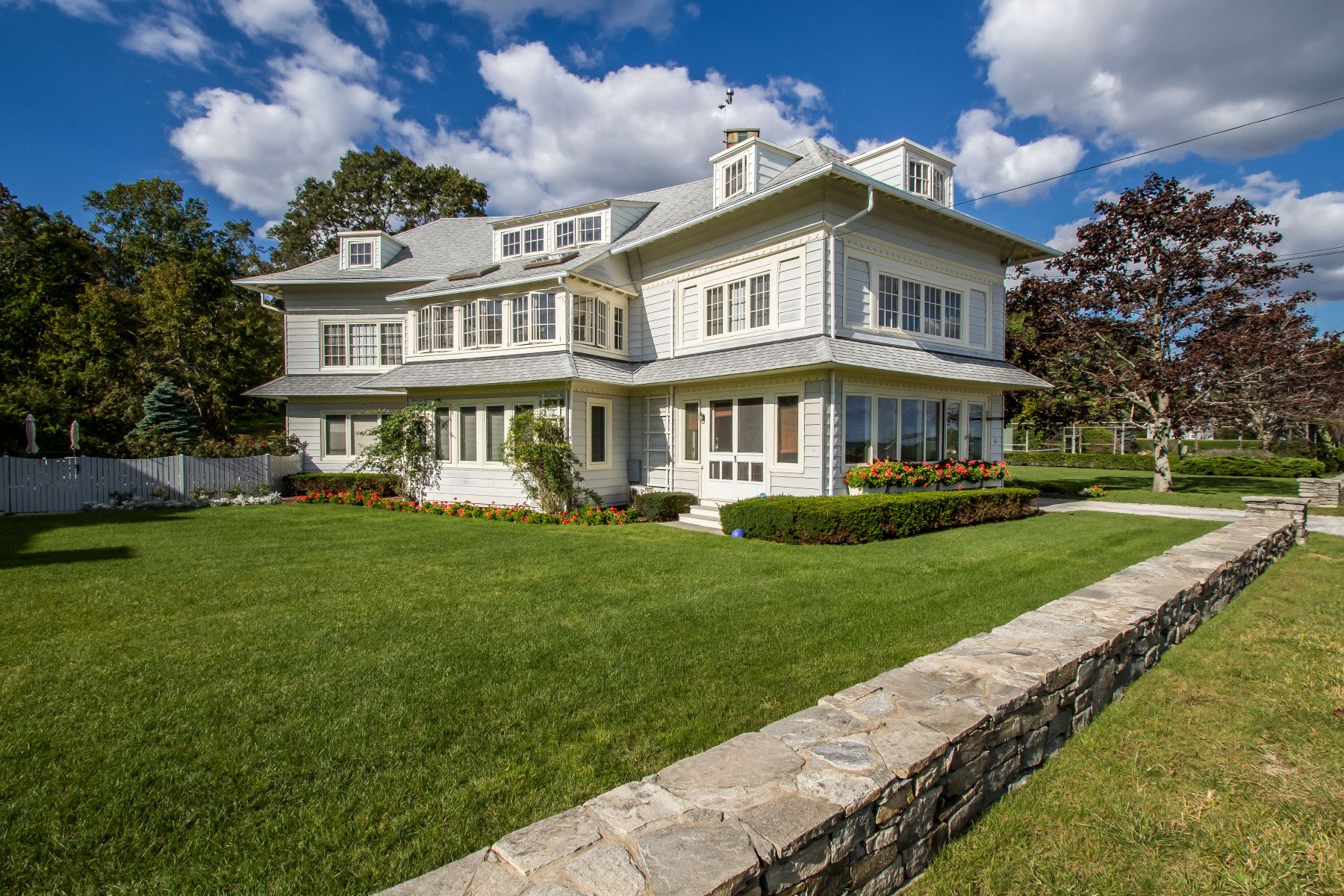 Casa Unifamiliar por un Venta en 61 Middle Beach Road 61 Middle Beach Road Madison, Connecticut 06443 Estados Unidos