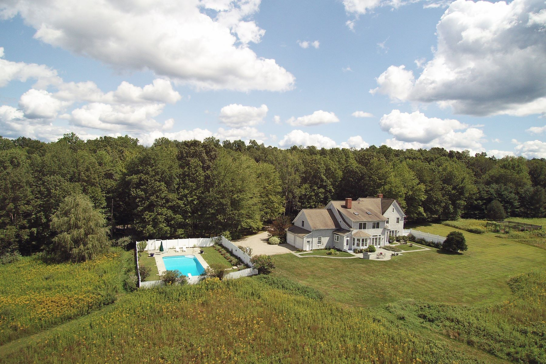 Single Family Homes للـ Sale في Impeccable Shingle Style Home 2 Charlie Hill Rd, Redding, Connecticut 06896 United States