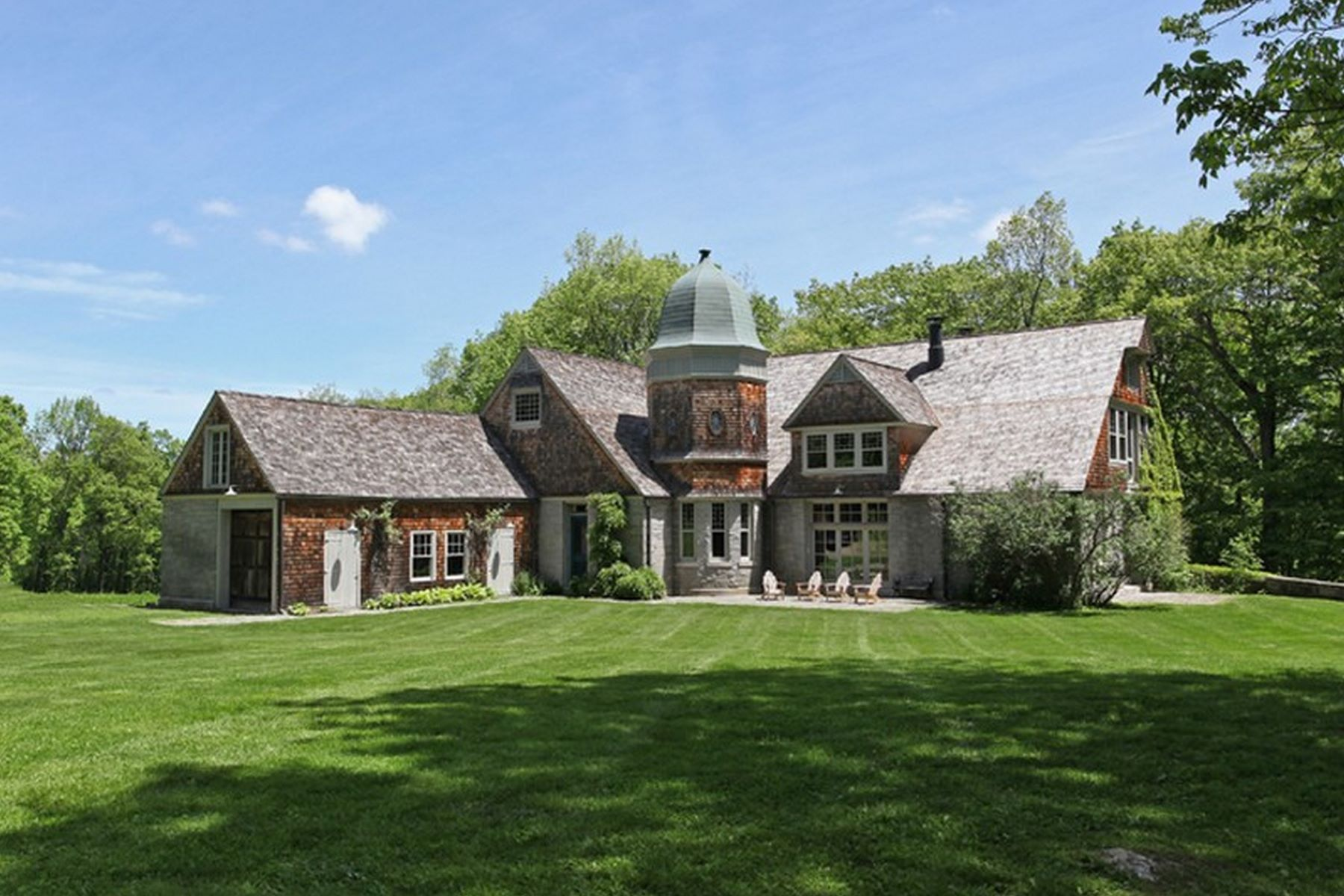 sales property at 1880 Carriage Barn