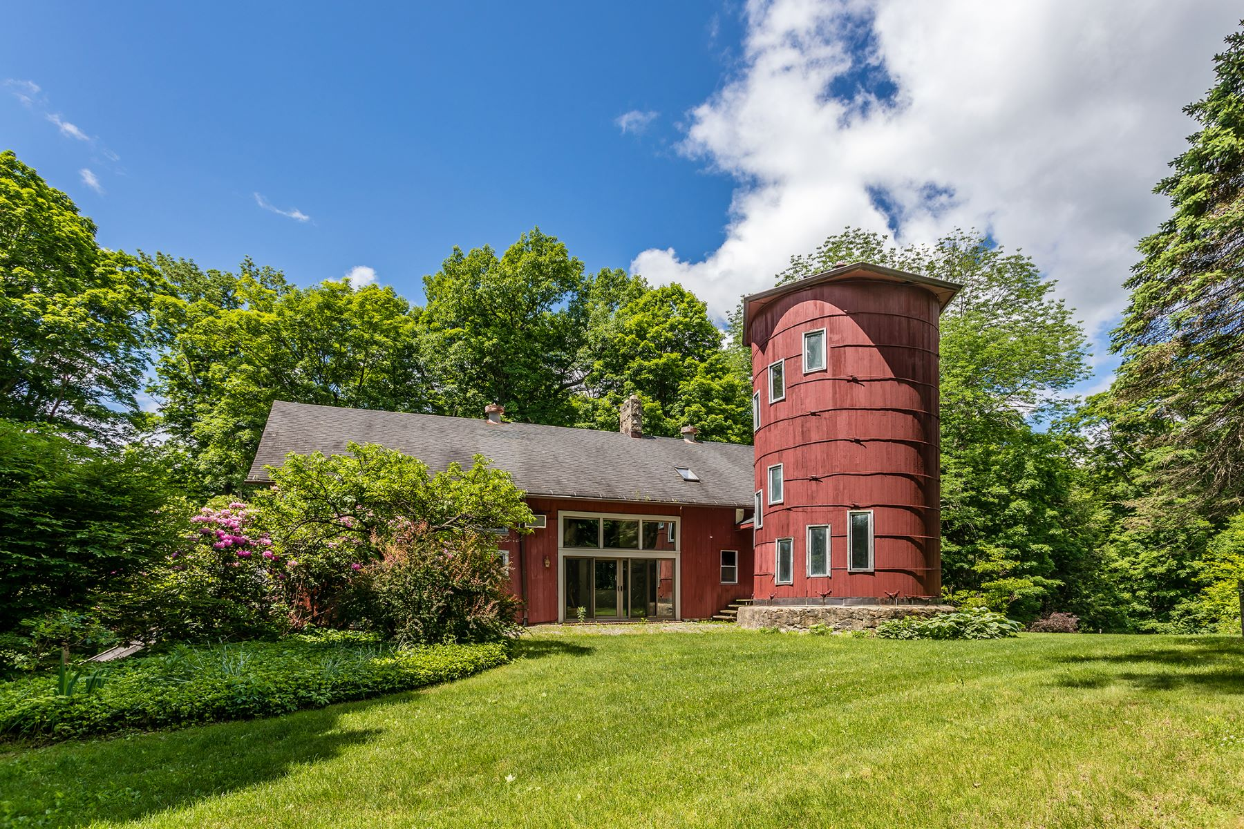 Single Family Homes pour l Vente à Barn Living and Cape Living, Best of both Worlds 391-395 Kent Cornwall Road Kent, Connecticut 06757 États-Unis