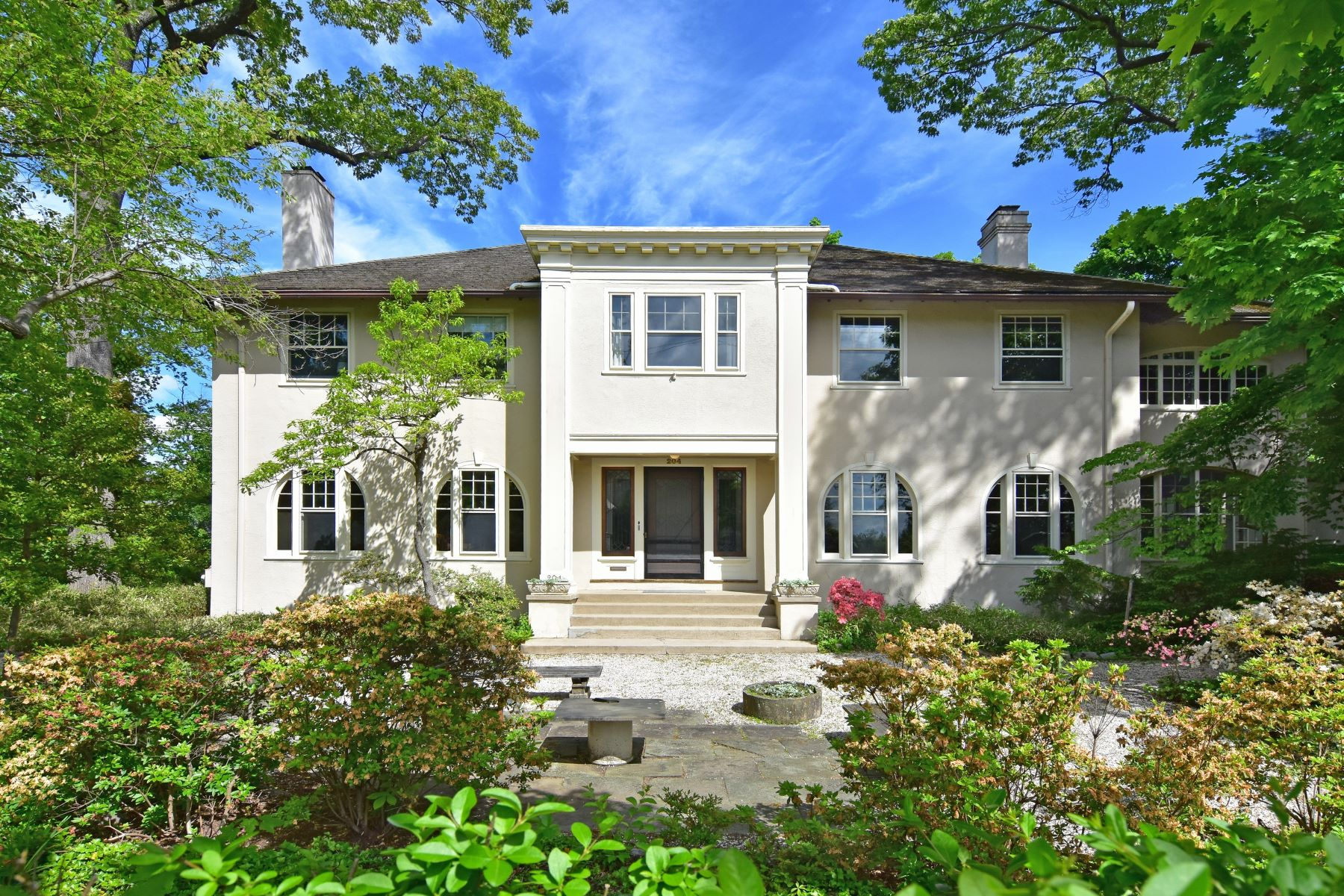 Single Family Homes for Active at Welcome To 204 Corlies 204 Corlies Avenue Pelham, New York 10803 United States