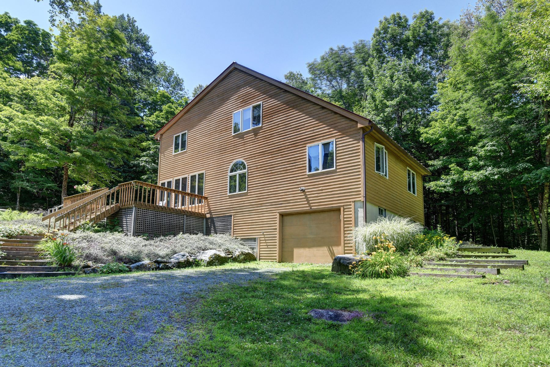 Single Family Homes για την Πώληση στο Spacious, Private and Perfectly Sited Country Home! 99 Jacobs Hollow Rd, Becket, Μασαχουσετη 01223 Ηνωμένες Πολιτείες
