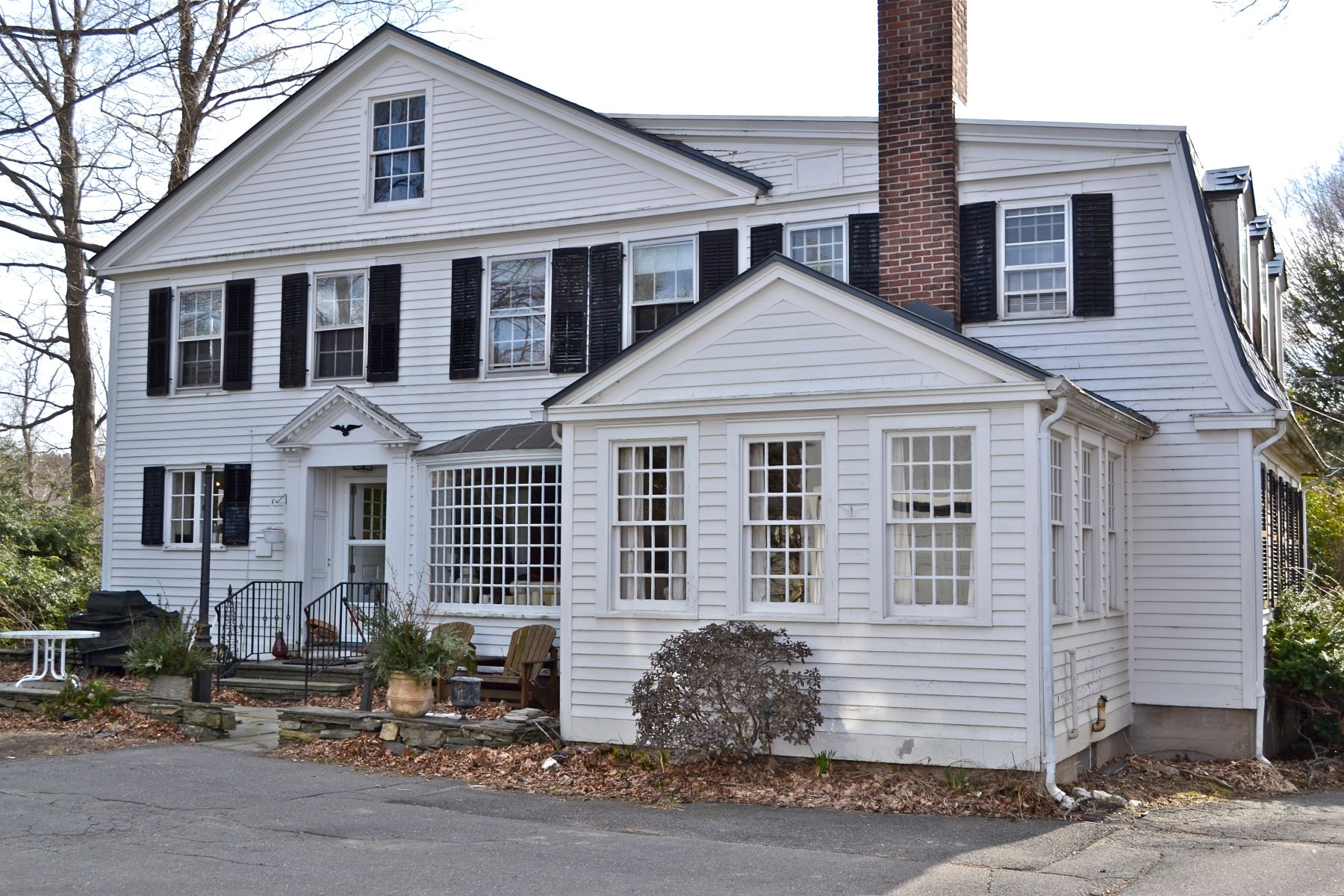 Vivienda unifamiliar por un Venta en Stately Georgian Colonial 250 Litchfield Rd Watertown, Connecticut, 06795 Estados Unidos