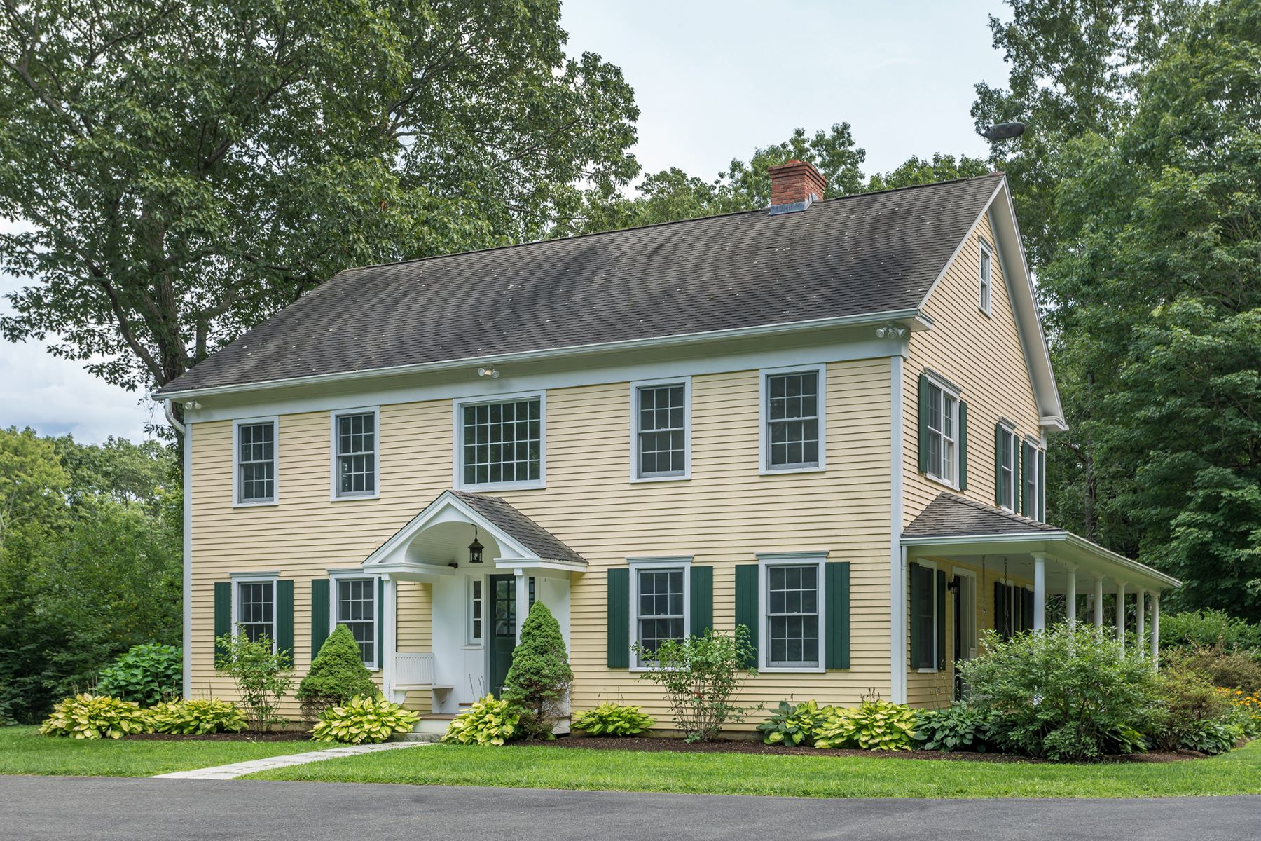 Single Family Homes for Sale at 154 Painter Hill Road 154 Painter Hill Rd Roxbury, Connecticut 06783 United States