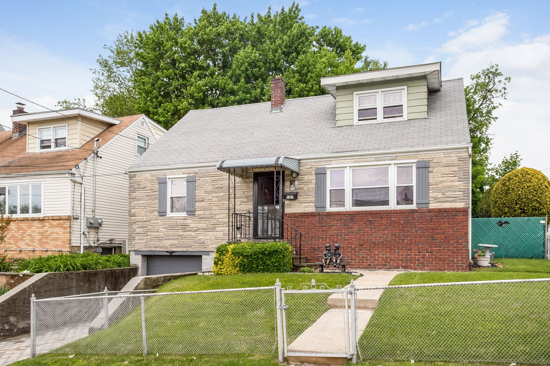 Single Family Homes 為 出售 在 Beautifully Maintained Cape Cod 107 Fortfield Avenue, Yonkers, 纽约 10701 美國