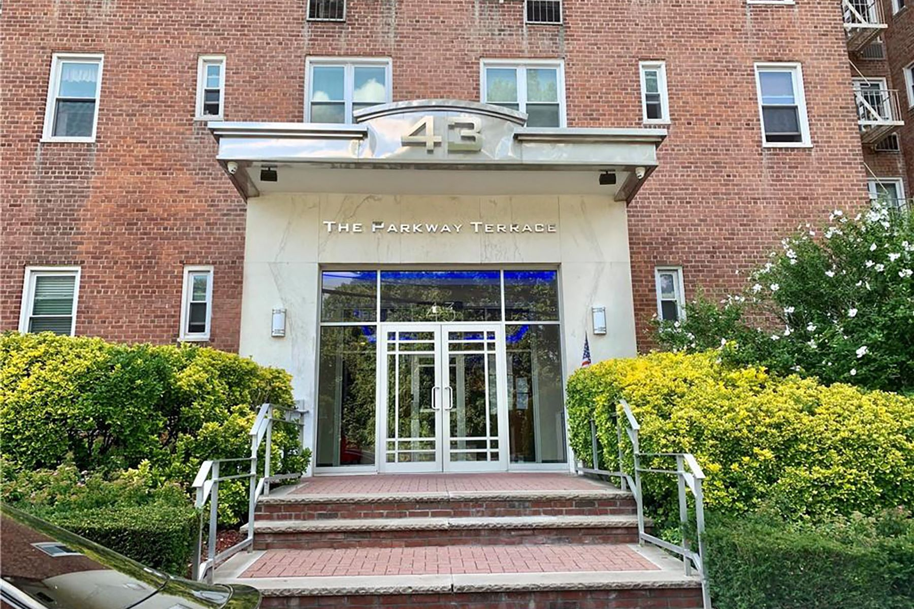 Co-op Properties for Sale at Commuters Dream! 43 Bronx River Road 4-0 Yonkers, New York 10704 United States