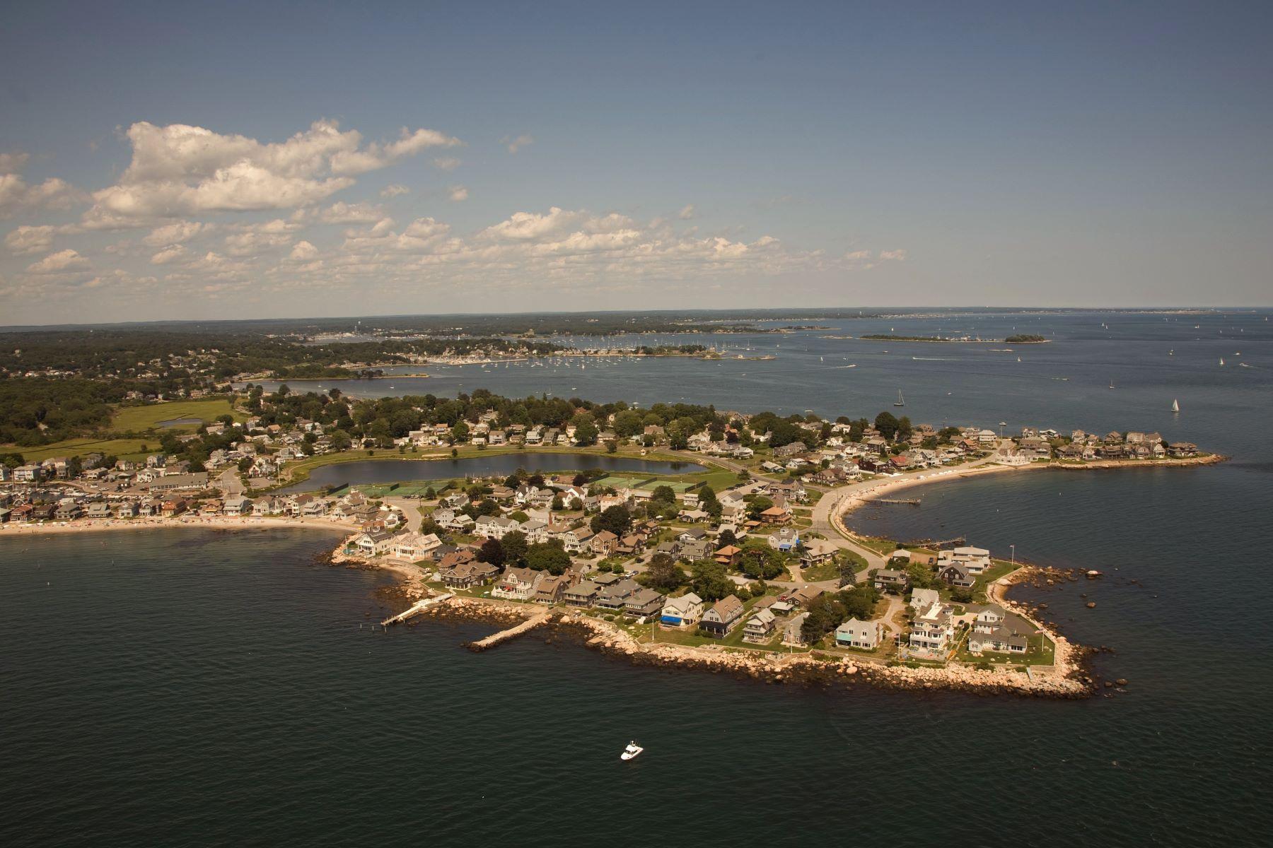 Terrain pour l Vente à Beautiful Level Lot with Water Views Beach Road Groton, Connecticut 06340 États-Unis