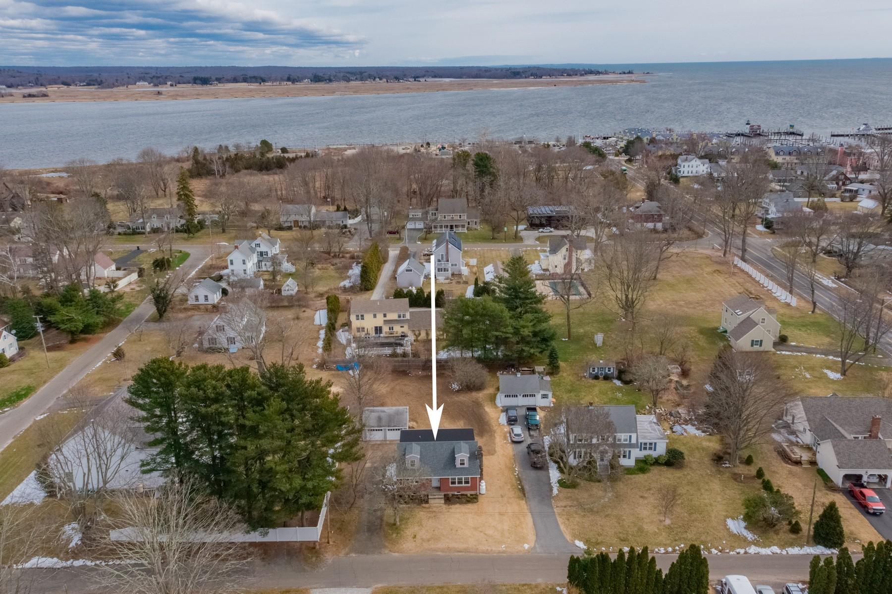 独户住宅 为 销售 在 Completely Remodeled Cape in North Cove 10 Ward Place, 旧赛布鲁克, 康涅狄格州, 06475 美国