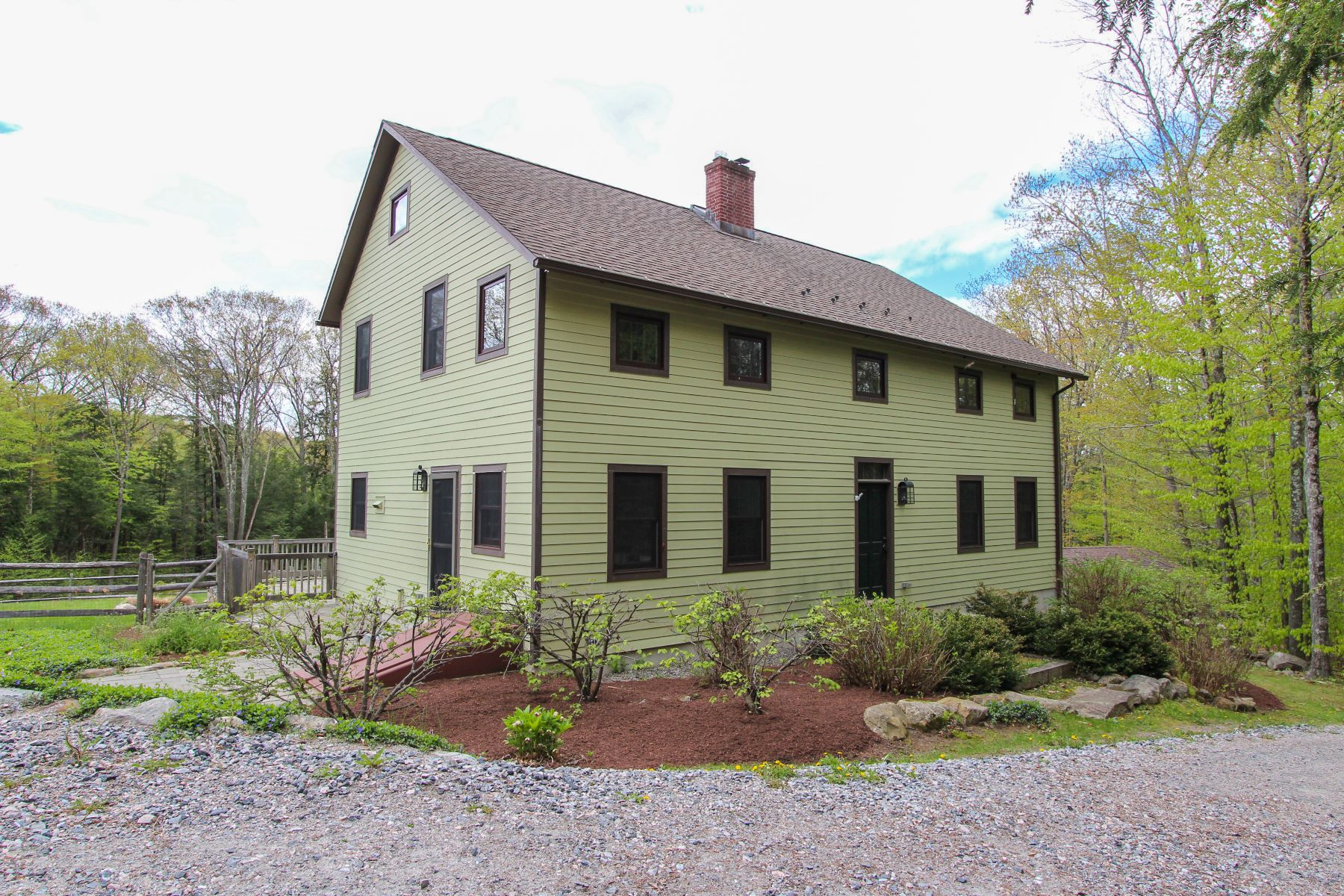 واحد منزل الأسرة للـ Sale في Energy Efficient Saltbox on 7 acres 140 Parker Hill Road, Norfolk, Connecticut, 06058 United States