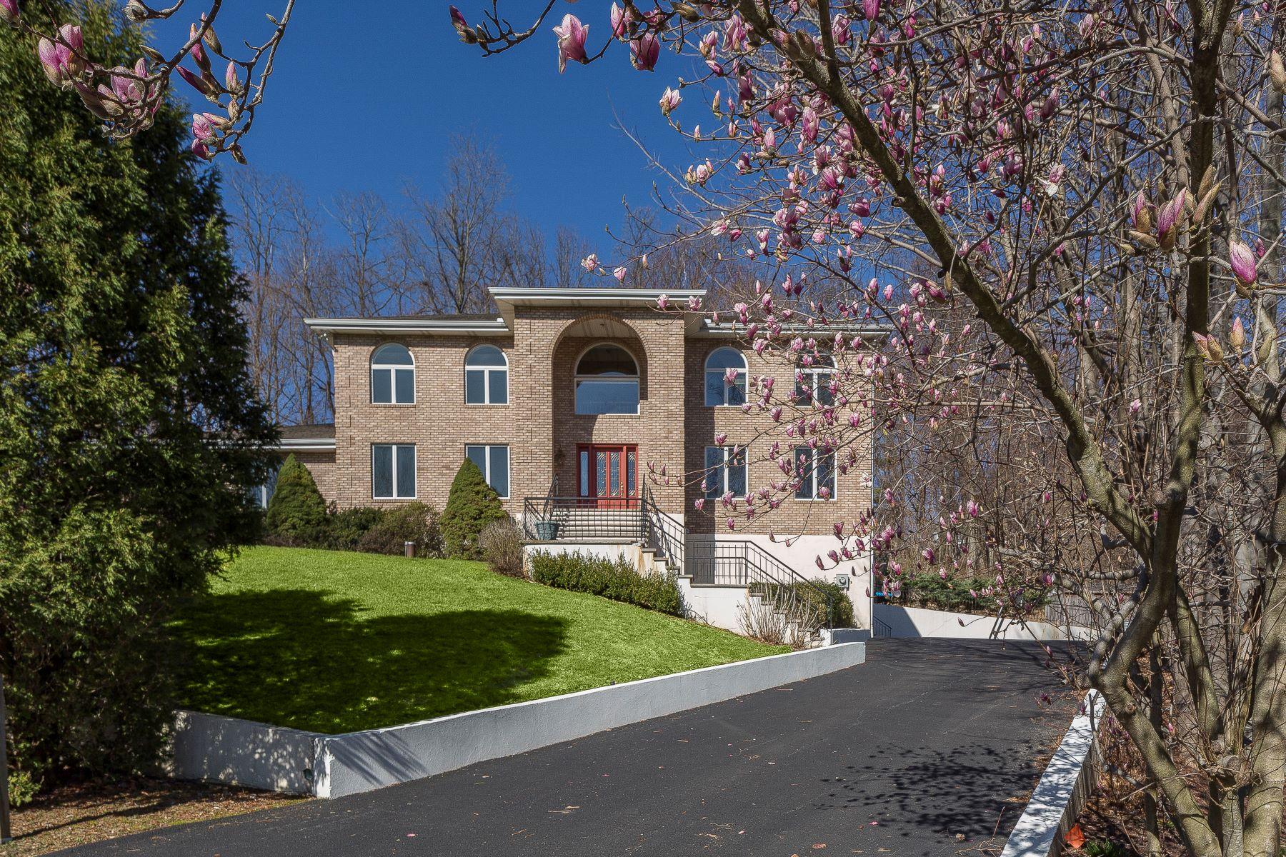 Casa Unifamiliar por un Venta en Stunning Sun Filled Colonial 7 Eden Hunt Armonk, Nueva York 10504 Estados Unidos