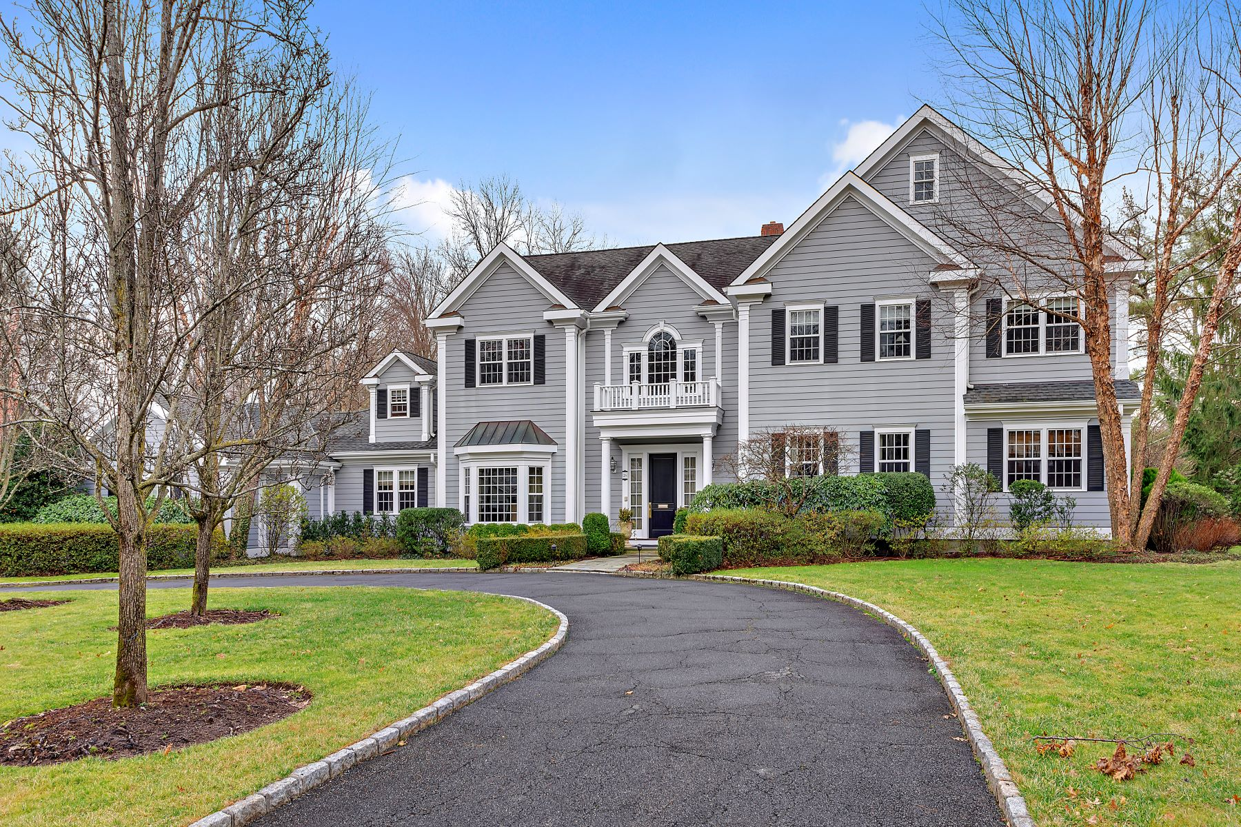 Single Family Homes por un Venta en Luxurious Living with Sophisticated Elegance 26 Sheldrake Road Scarsdale, Nueva York 10583 Estados Unidos