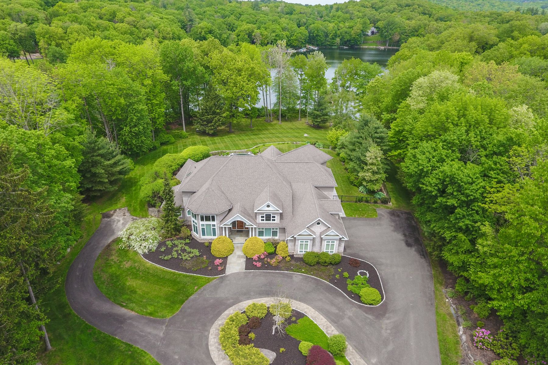Single Family Home for Sale at Custom Built Lake Lillanoah Estate 14 Hidden Brook Drive Brookfield, Connecticut 06804 United States