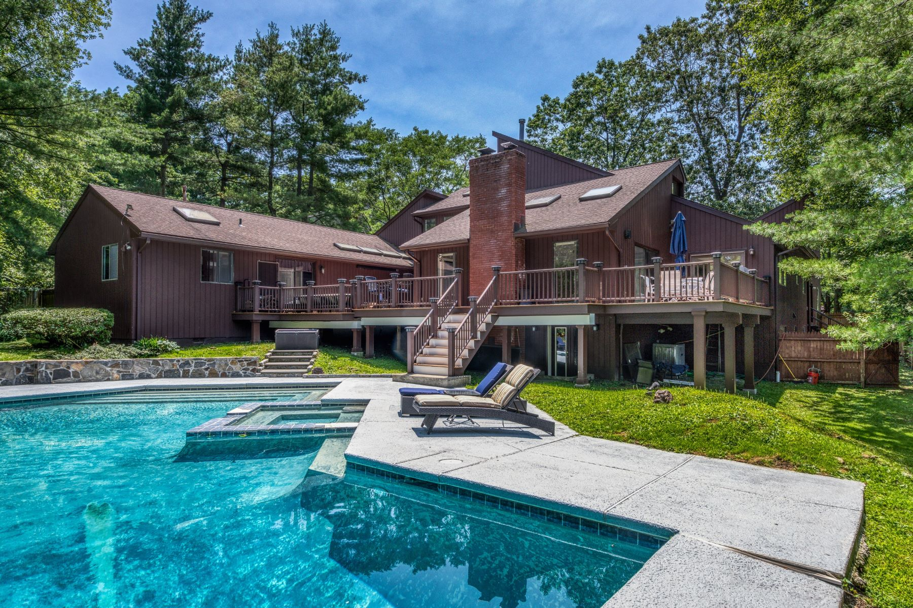 Single Family Homes for Sale at 7 Woods Way White Plains, New York 10605 United States
