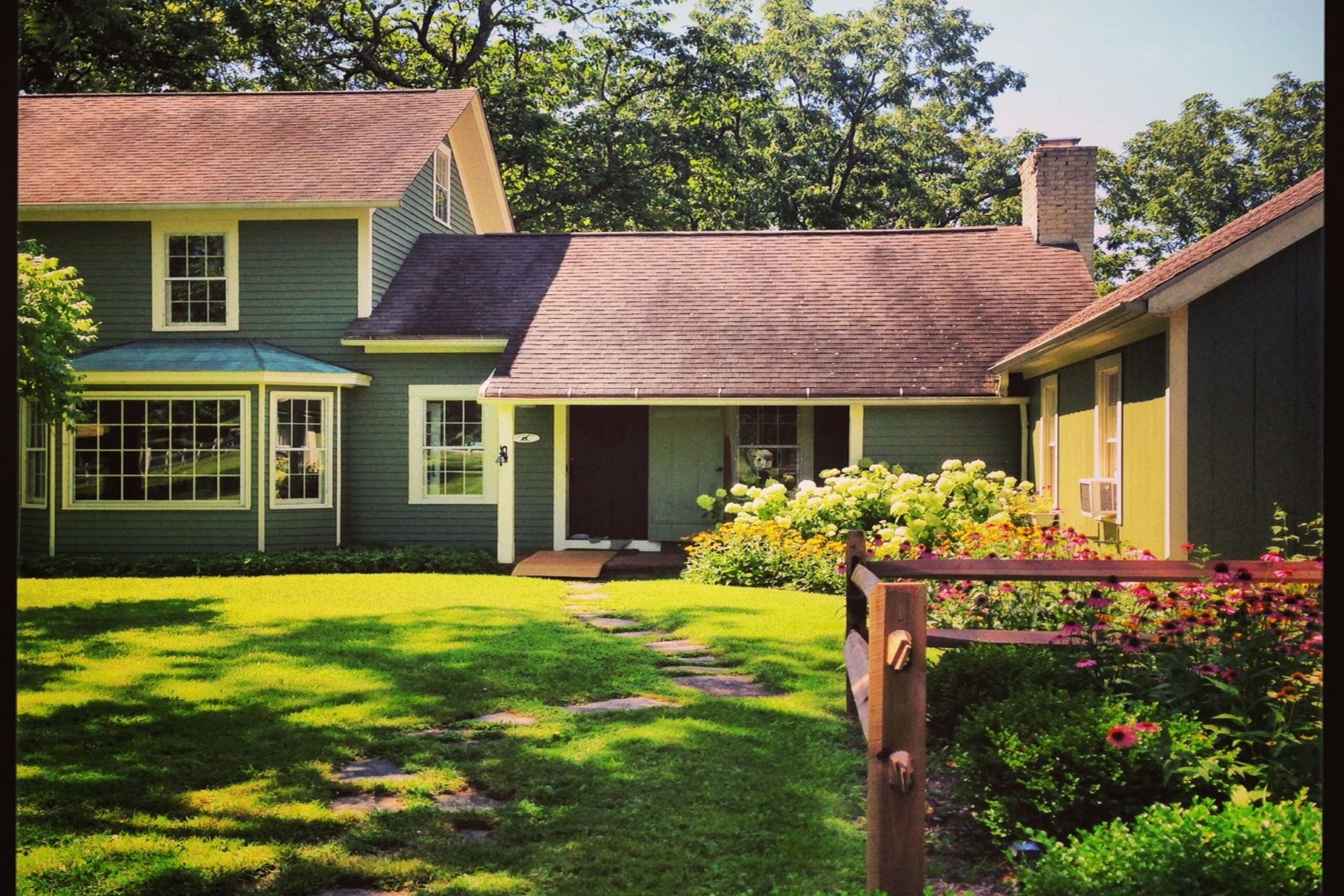 Vivienda unifamiliar por un Venta en Classic Connecticut Farmhouse 63 Carmel Hill Road North Bethlehem, Connecticut 06751 Estados Unidos