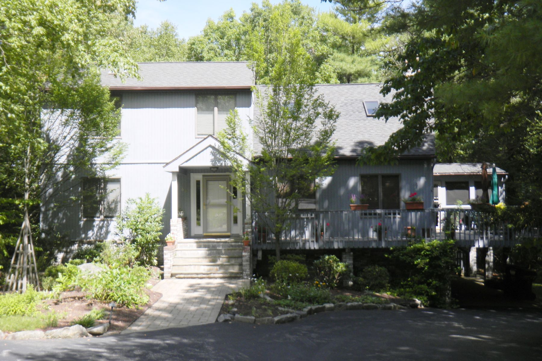 Single Family Home for Sale at Woodridge Lake Country Home 63 Rockwall Ct Goshen, Connecticut, 06756 United States