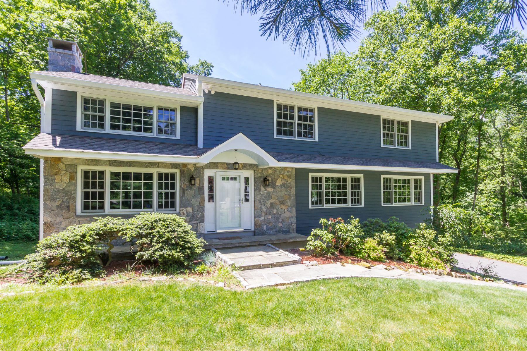 独户住宅 为 销售 在 Completely Renovated 126 Holmes Road 里奇菲尔德, 康涅狄格州 06877 美国