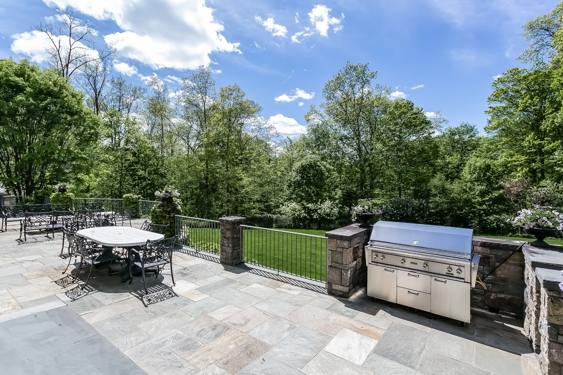 Additional photo for property listing at 16 Cerf Lane 16 Cerf Lane Mount Kisco, New York 10549 United States