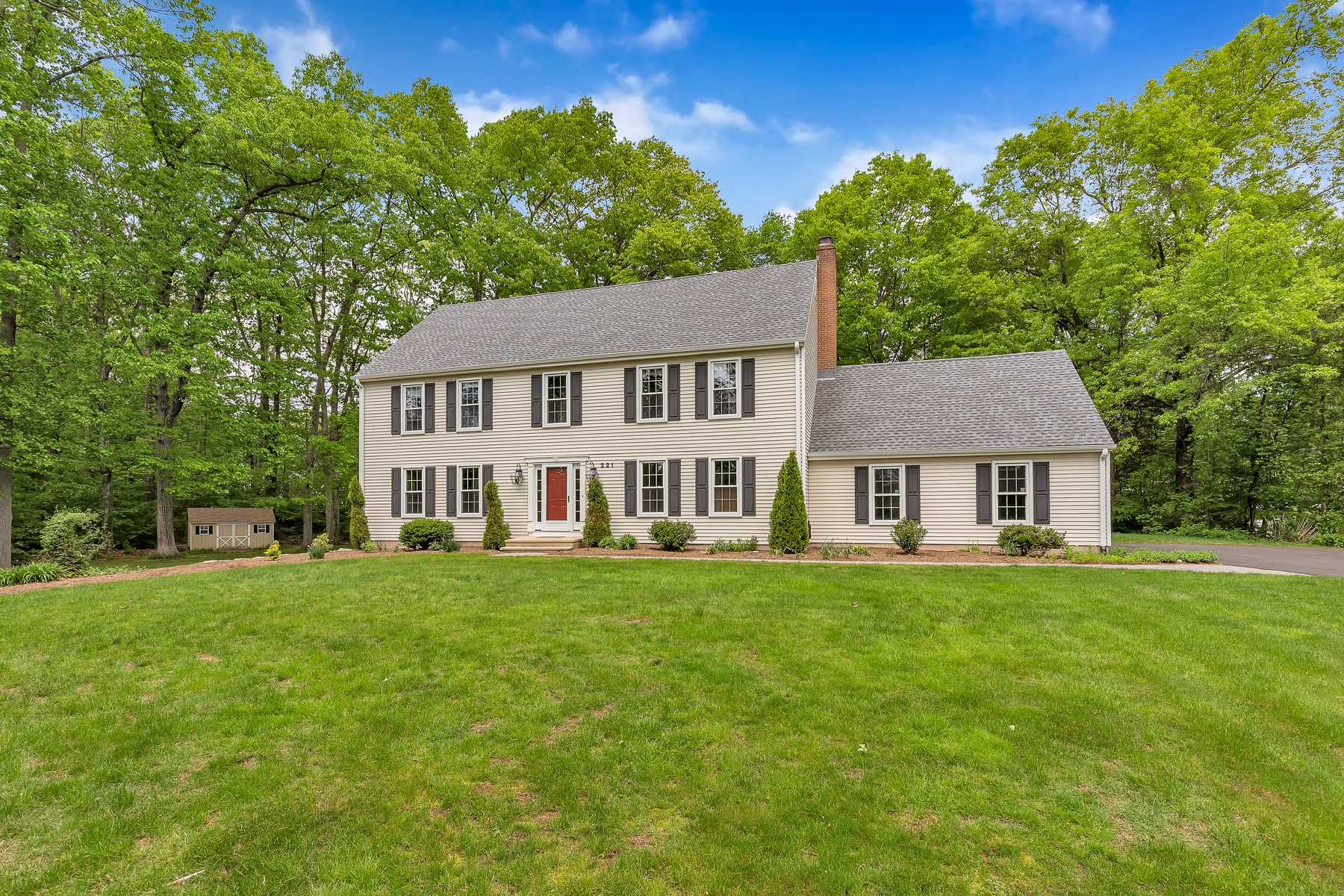 Single Family Homes للـ Sale في Impeccable Colonial on a Private Lane 221 Wiese Road, Cheshire, Connecticut 06410 United States