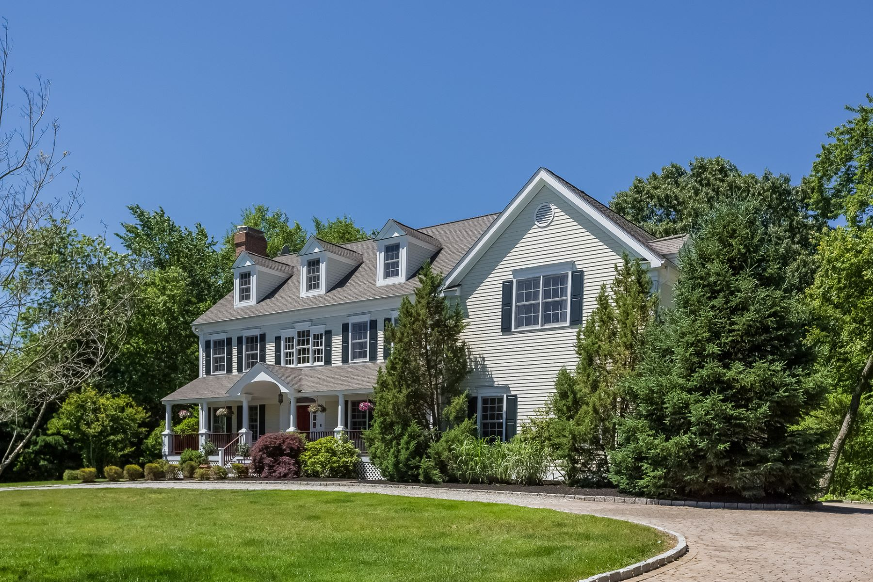 Maison unifamiliale pour l Vente à Spacious and Welcoming 193 Sturges Ridge Road Wilton, Connecticut, 06897 États-Unis