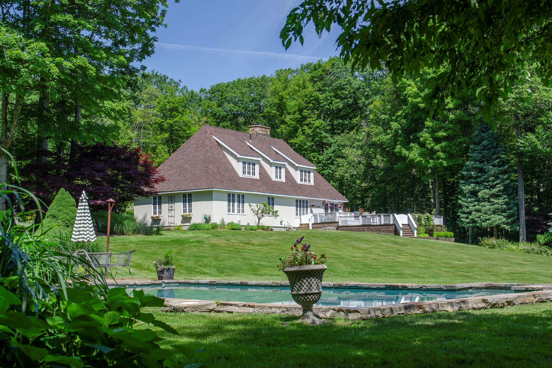 Single Family Homes pour l Vente à Country Elegance 24 Red Rock Rd West Stockbridge, Massachusetts 01266 États-Unis