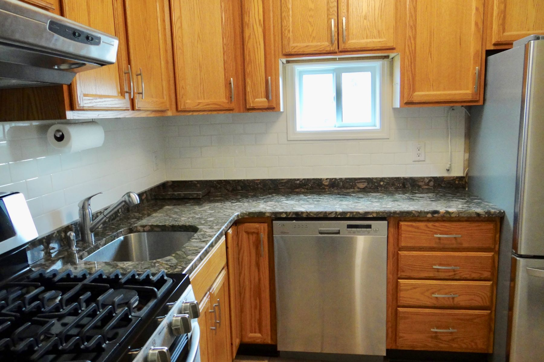 شقة بعمارة للـ Rent في Renovated Upper Unit 127 Olcott Way 127, Ridgefield, Connecticut, 06877 United States