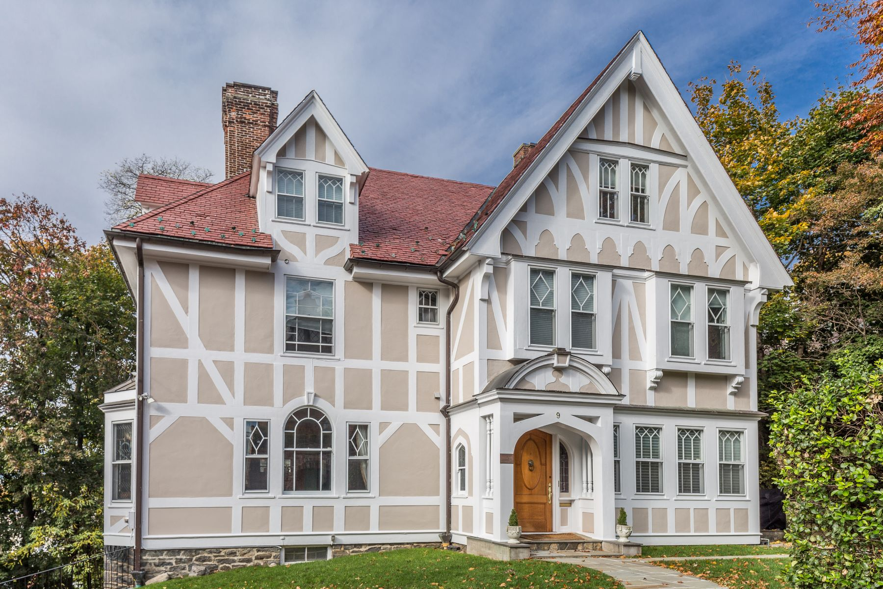 Single Family Home for Sale at Premier Hilltop Location 9 Lookout Avenue, Bronxville, New York, 10708 United States
