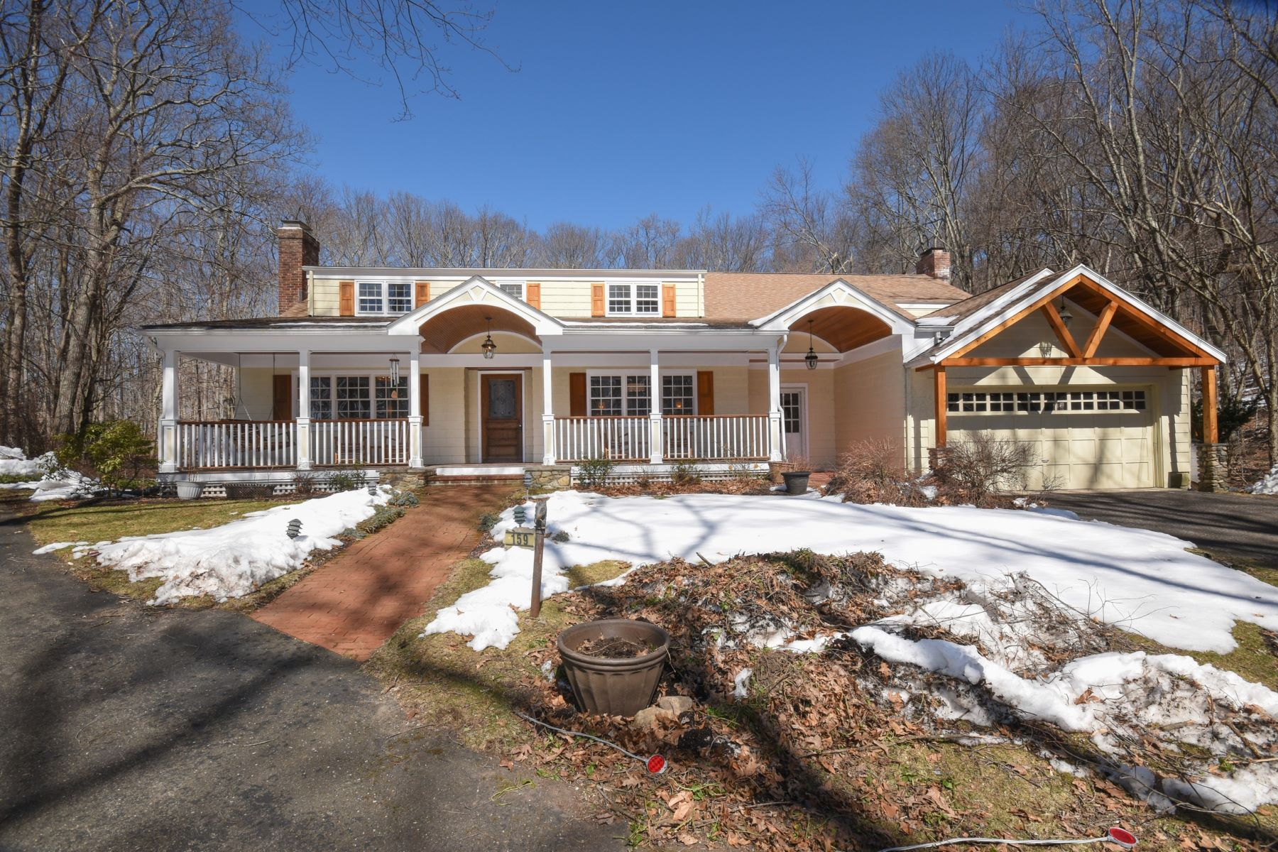 Vivienda unifamiliar por un Venta en A Welcome Departure From The Expected 159 Old Hyde Road Weston, Connecticut 06883 Estados Unidos