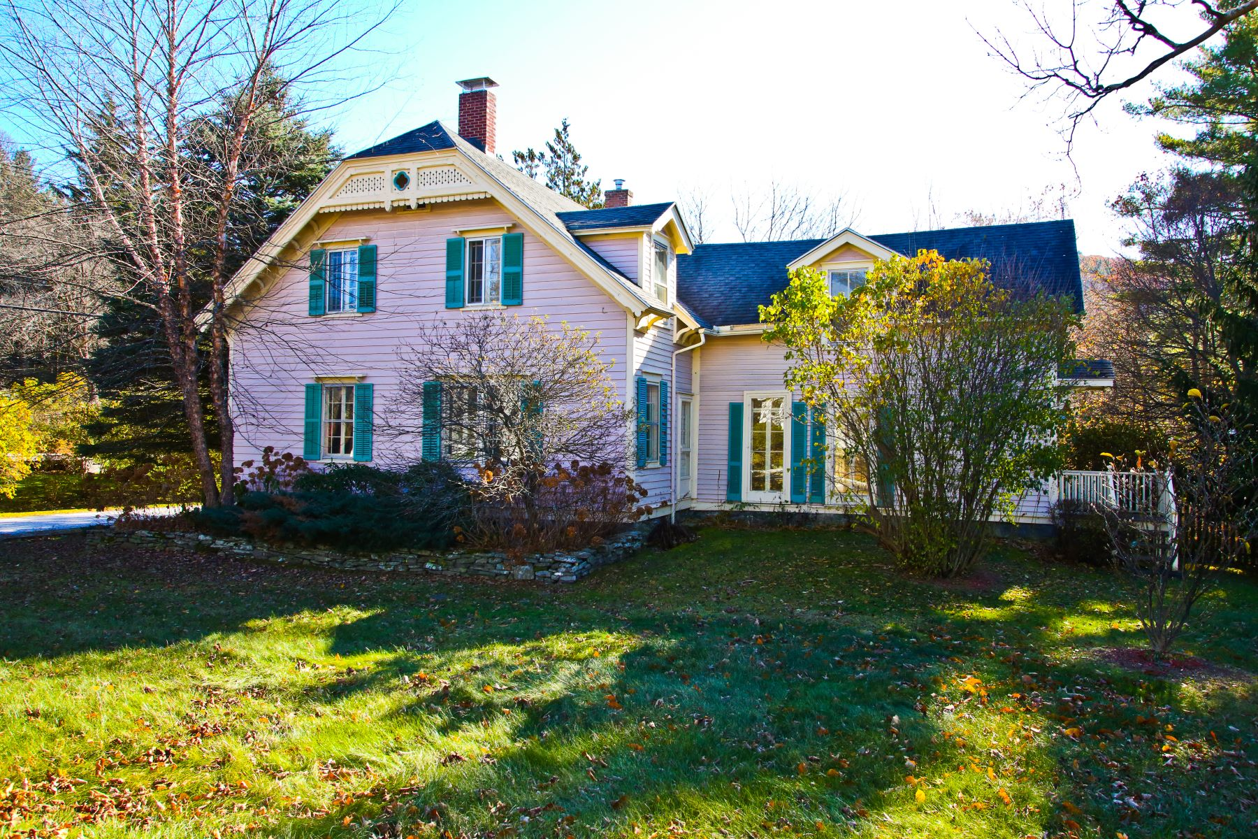 Villa per Vendita alle ore Victorian with Separate Guest Quarters 74 East Main St Stockbridge, Massachusetts 01262 Stati Uniti