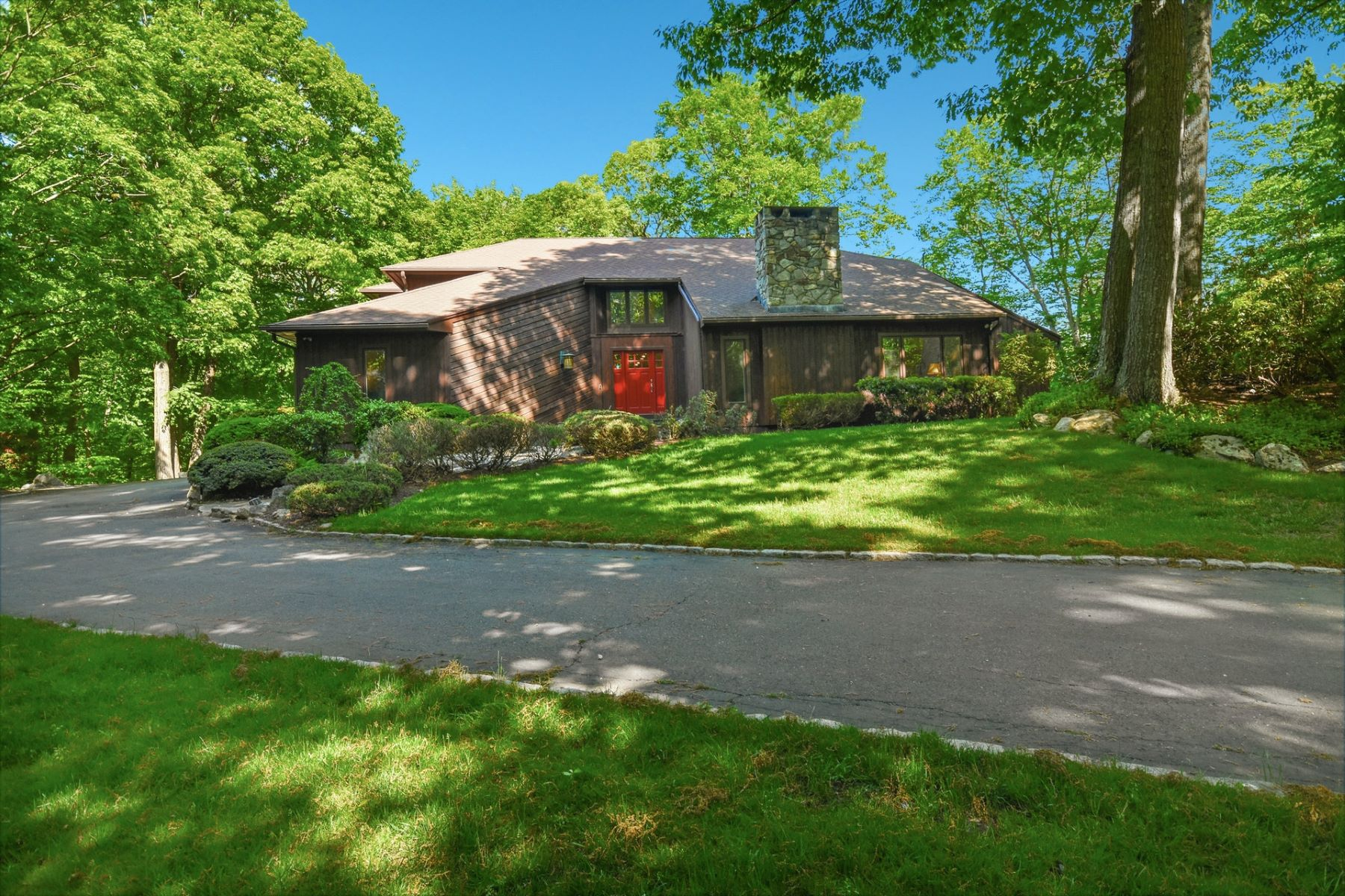 Single Family Homes للـ Sale في Beautifully Renovated Contemporary 9 Patchen Lane, Weston, Connecticut 06883 United States