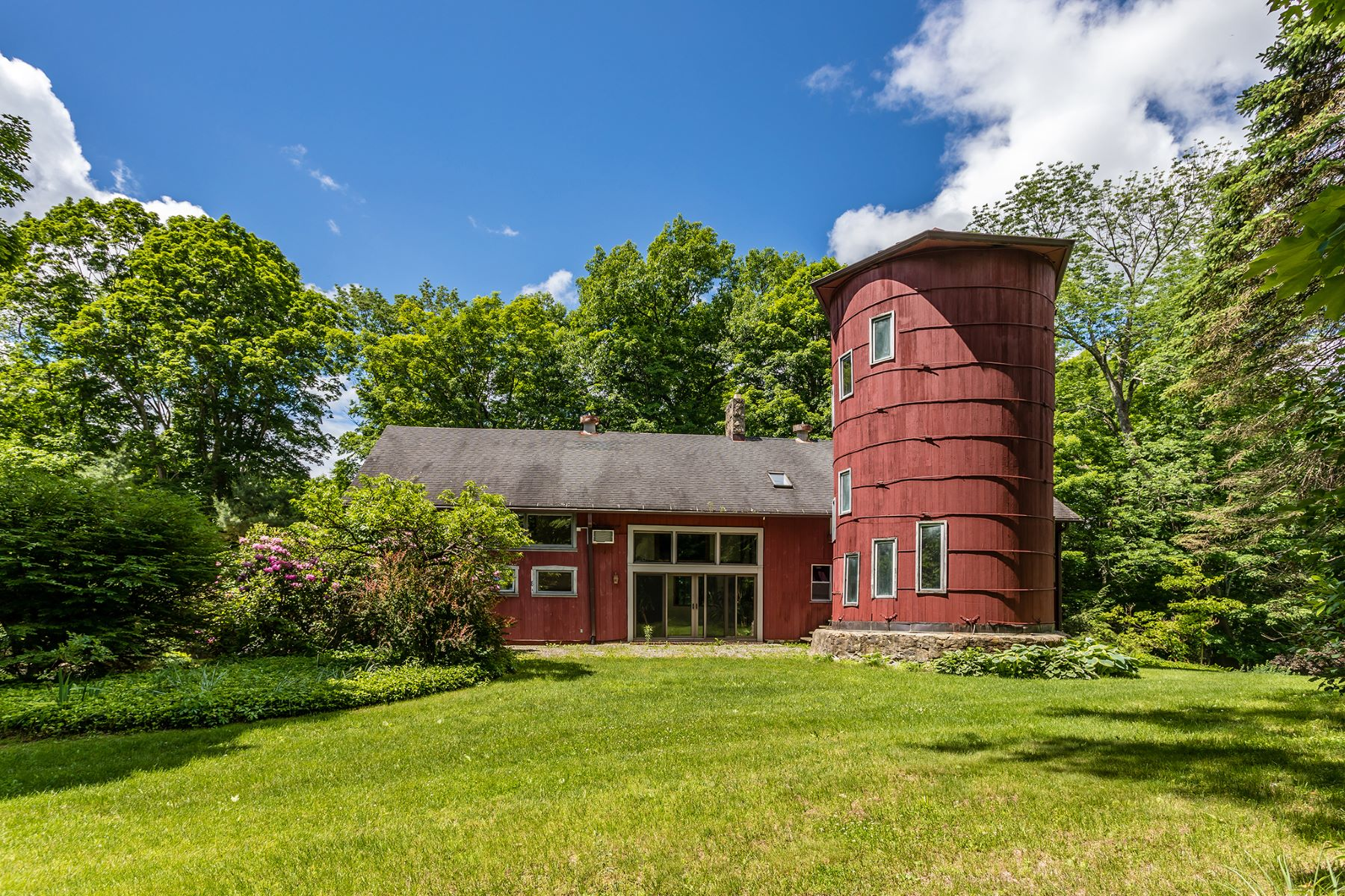 Single Family Homes pour l Vente à Barn Living 391 Kent Cornwall Road Kent, Connecticut 06757 États-Unis