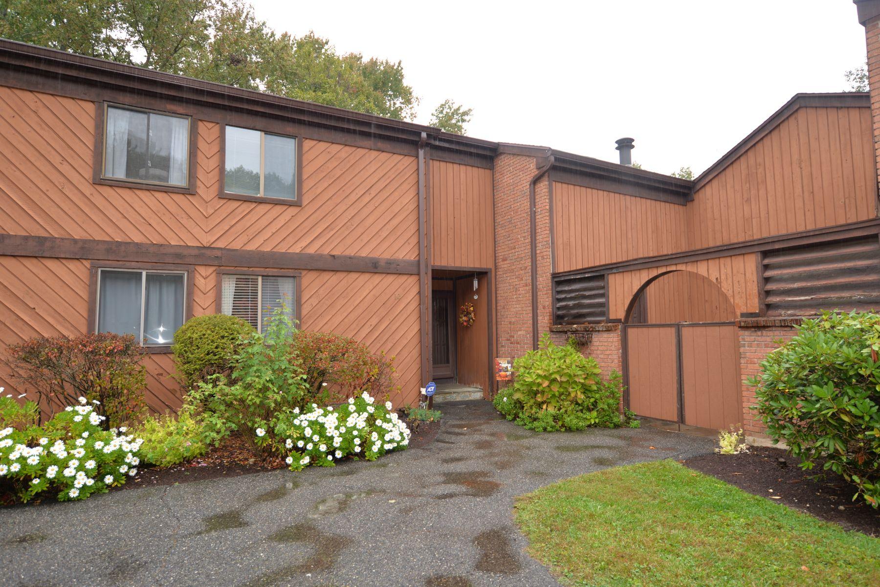townhouses için Satış at Welcome To Lake Living 10 Hearthstone Drive 10, Brookfield, Connecticut 06804 Amerika Birleşik Devletleri