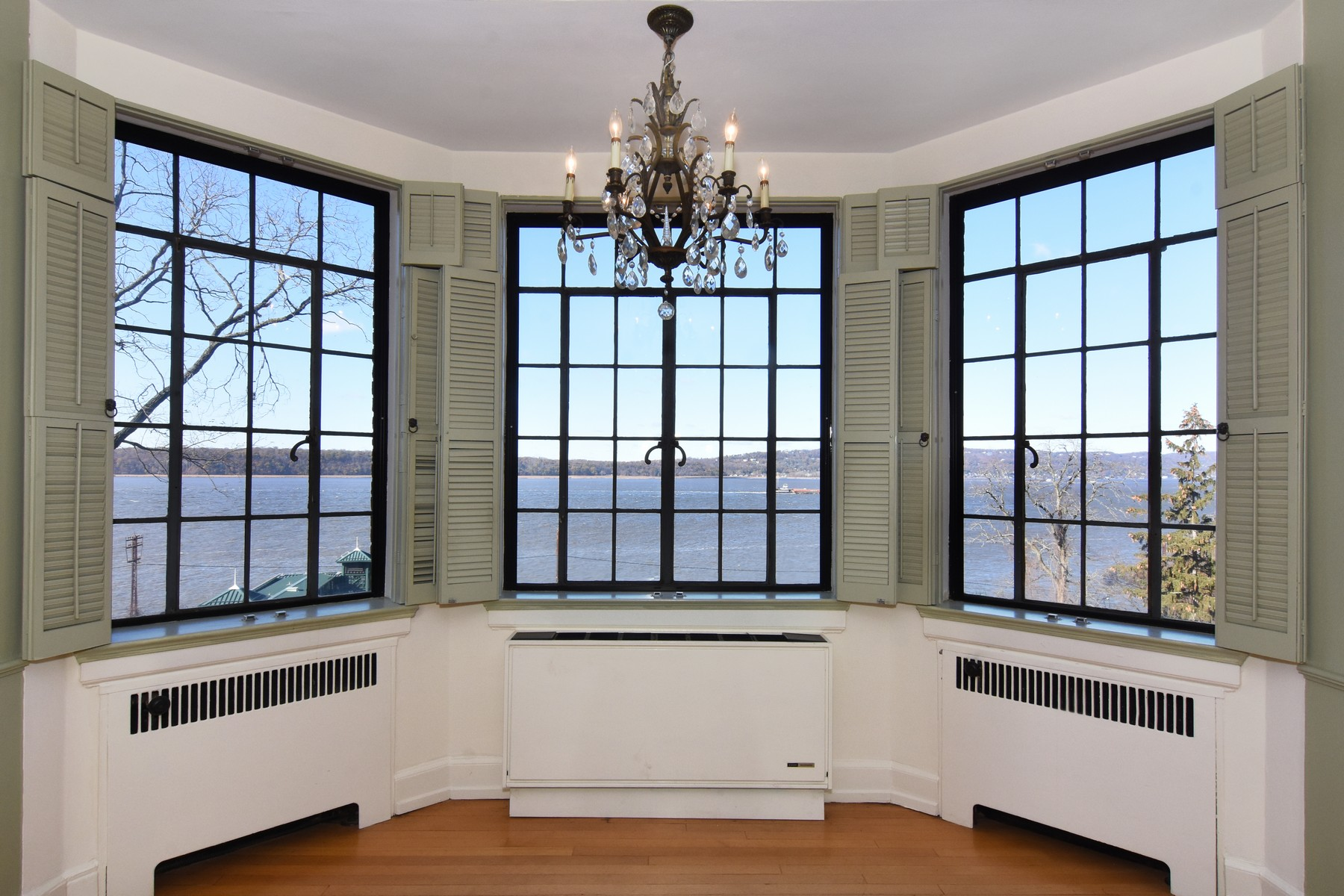 Co-op Properties for Sale at Luxurious Hudson House Unit 100 Ardsley Avenue 4G Irvington, New York 10503 United States