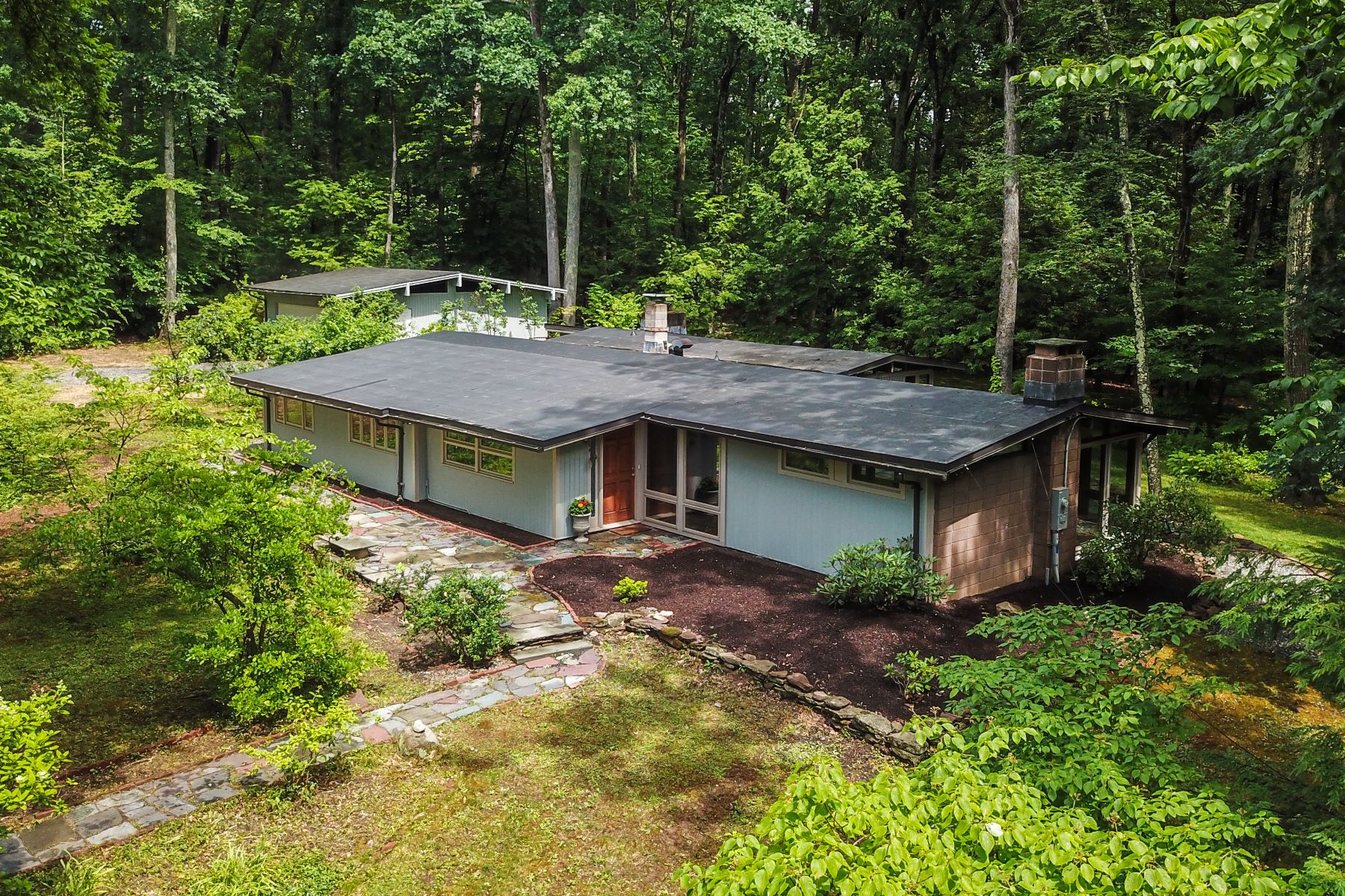 Single Family Homes for Sale at 73 Hickory Hill Road Simsbury, Connecticut 06070 United States