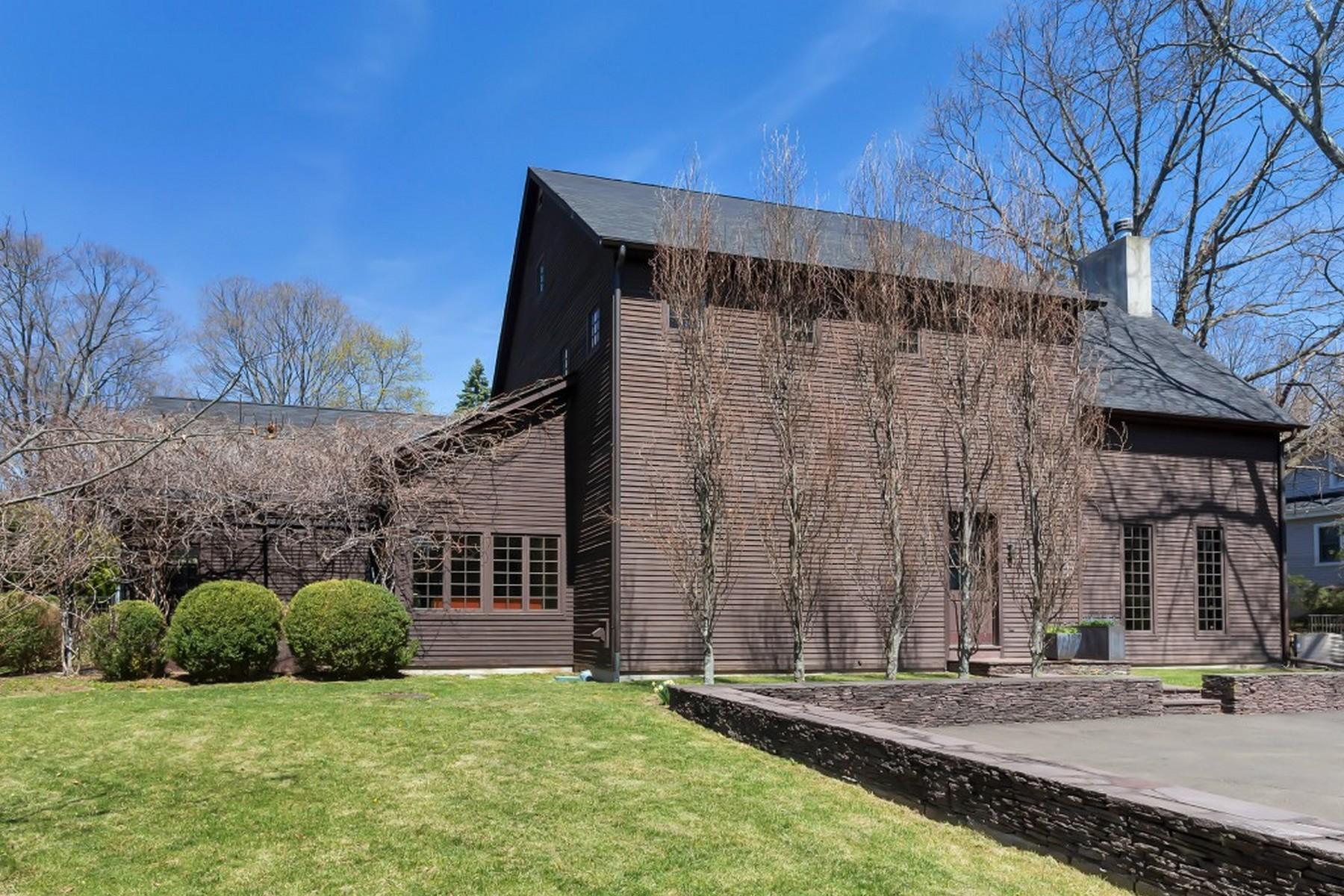 Частный односемейный дом для того Продажа на Mid City Colonial 200 5th Street Stamford, Коннектикут, 06905 Соединенные Штаты