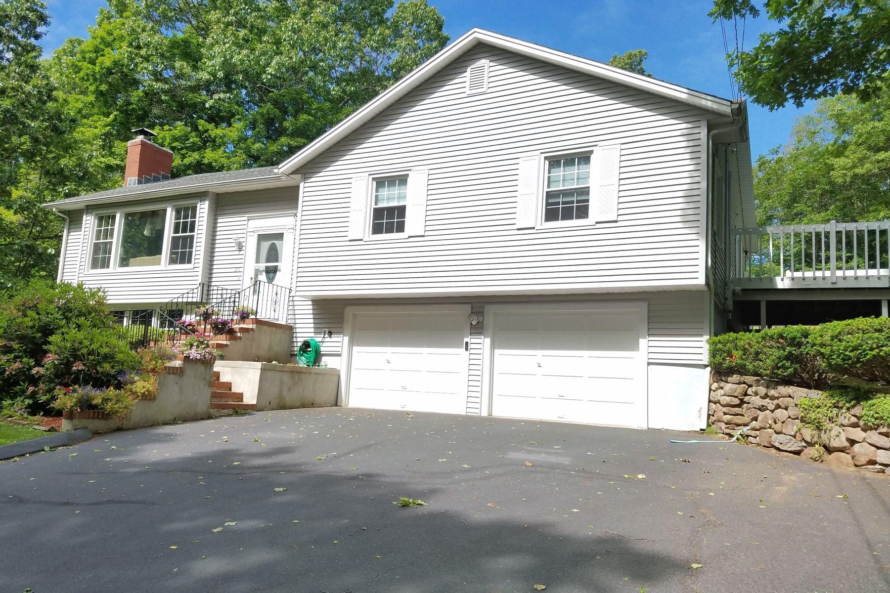 Maison unifamiliale pour l Vente à 31 Mansfield Rd North Haven, Connecticut, 06473 États-Unis