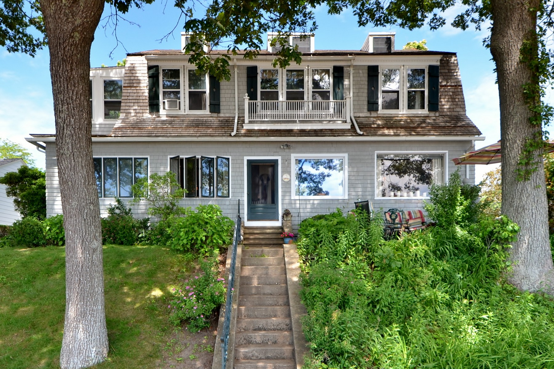 Eensgezinswoning voor Verkoop op Gull Cottage! A Treasured Family Home 24+33 Shore Road, Clinton, Connecticut 06413 Verenigde Staten